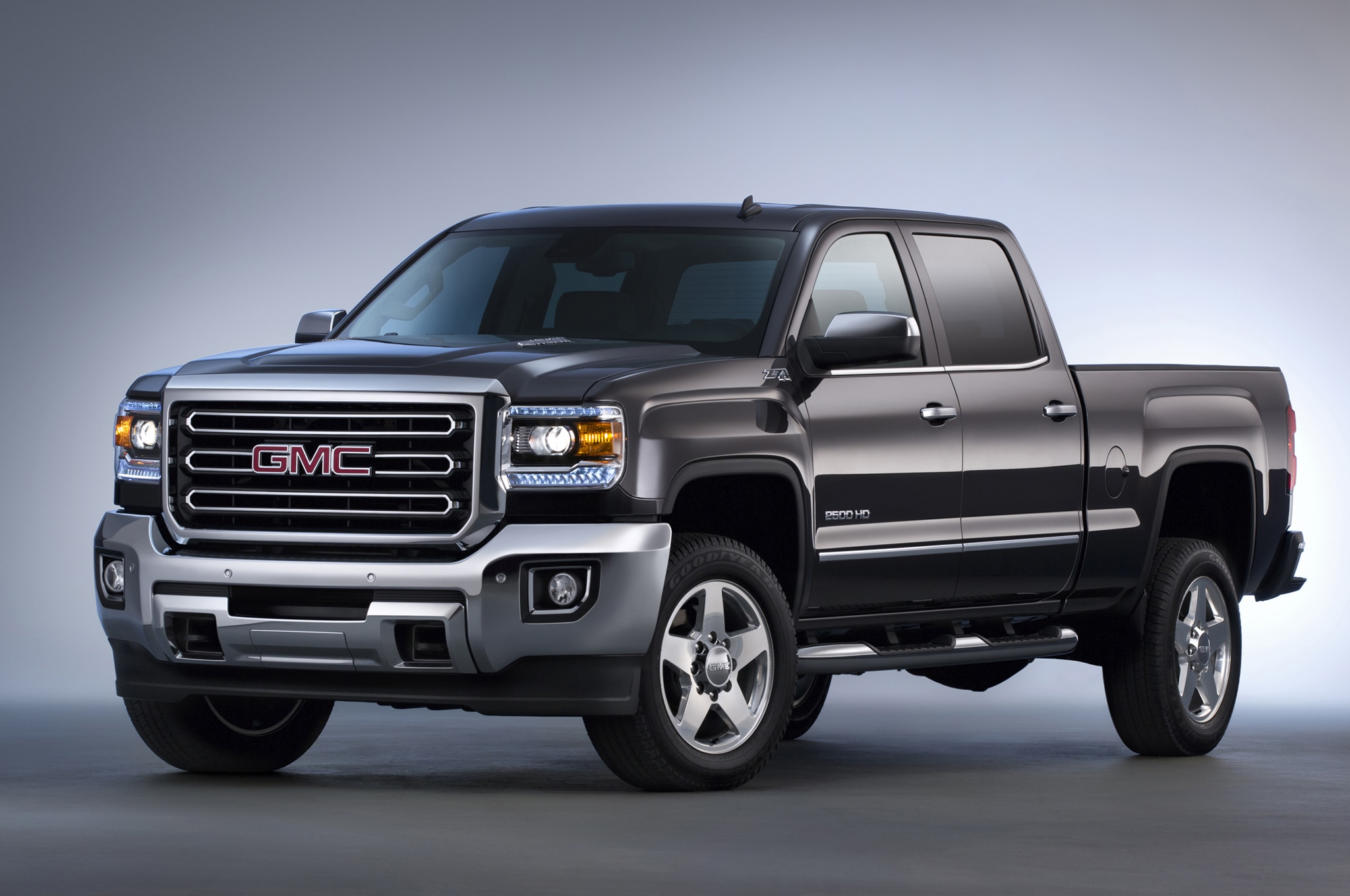 2015 Gmc Sierra Hd Front Three Quarters1