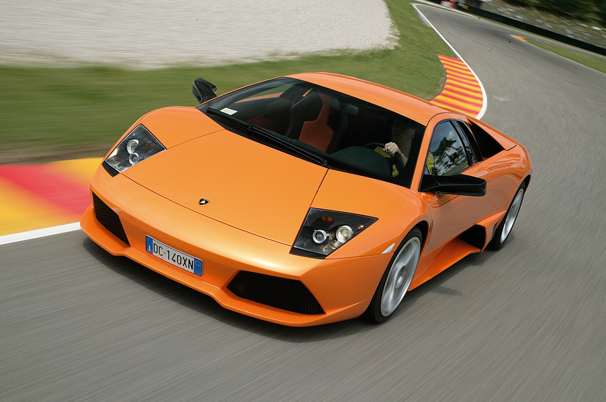 Lamborghini Murcielago LP640 Front Three Quarter Motion1