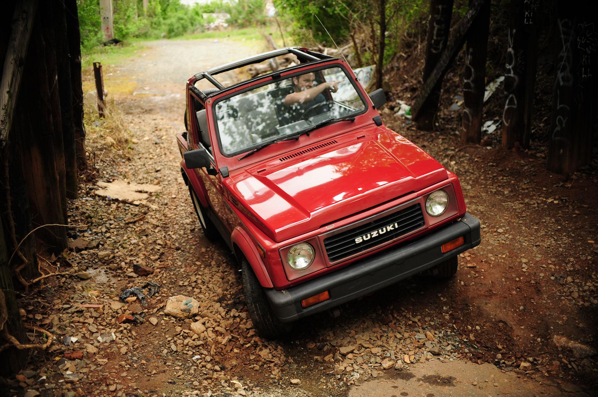1986 1995 Suzuki Samurai Front Right View1