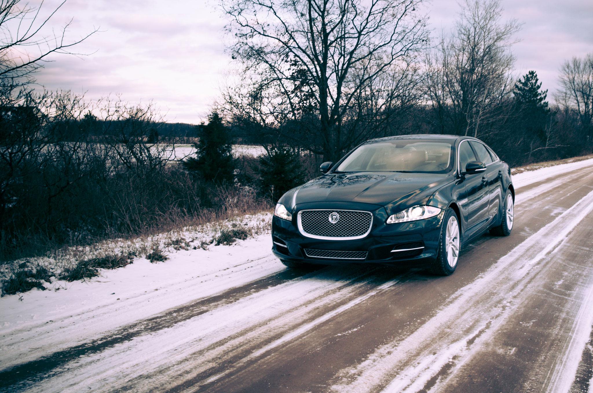 2013 Jaguar XJL Front Left View1