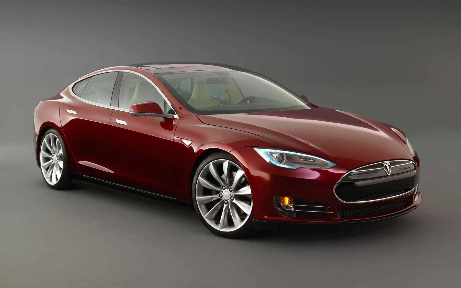 2013 Tesla Model S Red Front Angle1