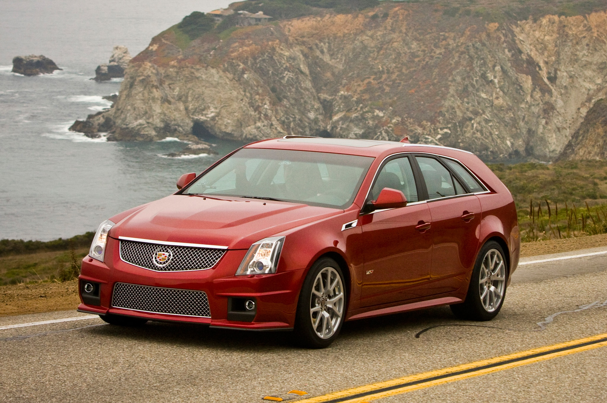 2014 Cadillac CTS V Sport Wagon Front Three Quarter1