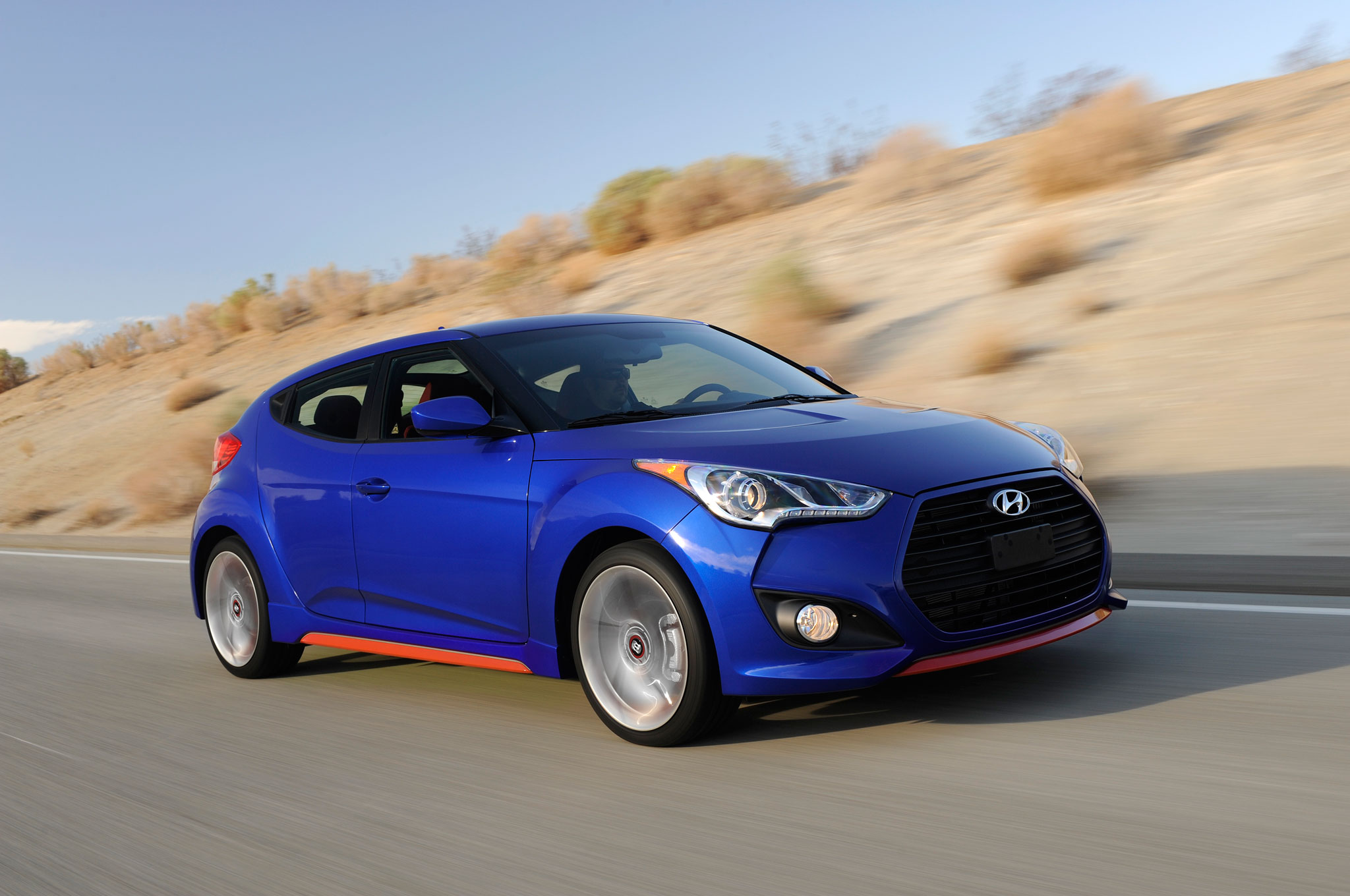2014 Hyundai Veloster Turbo R Spec Front Right Side View2