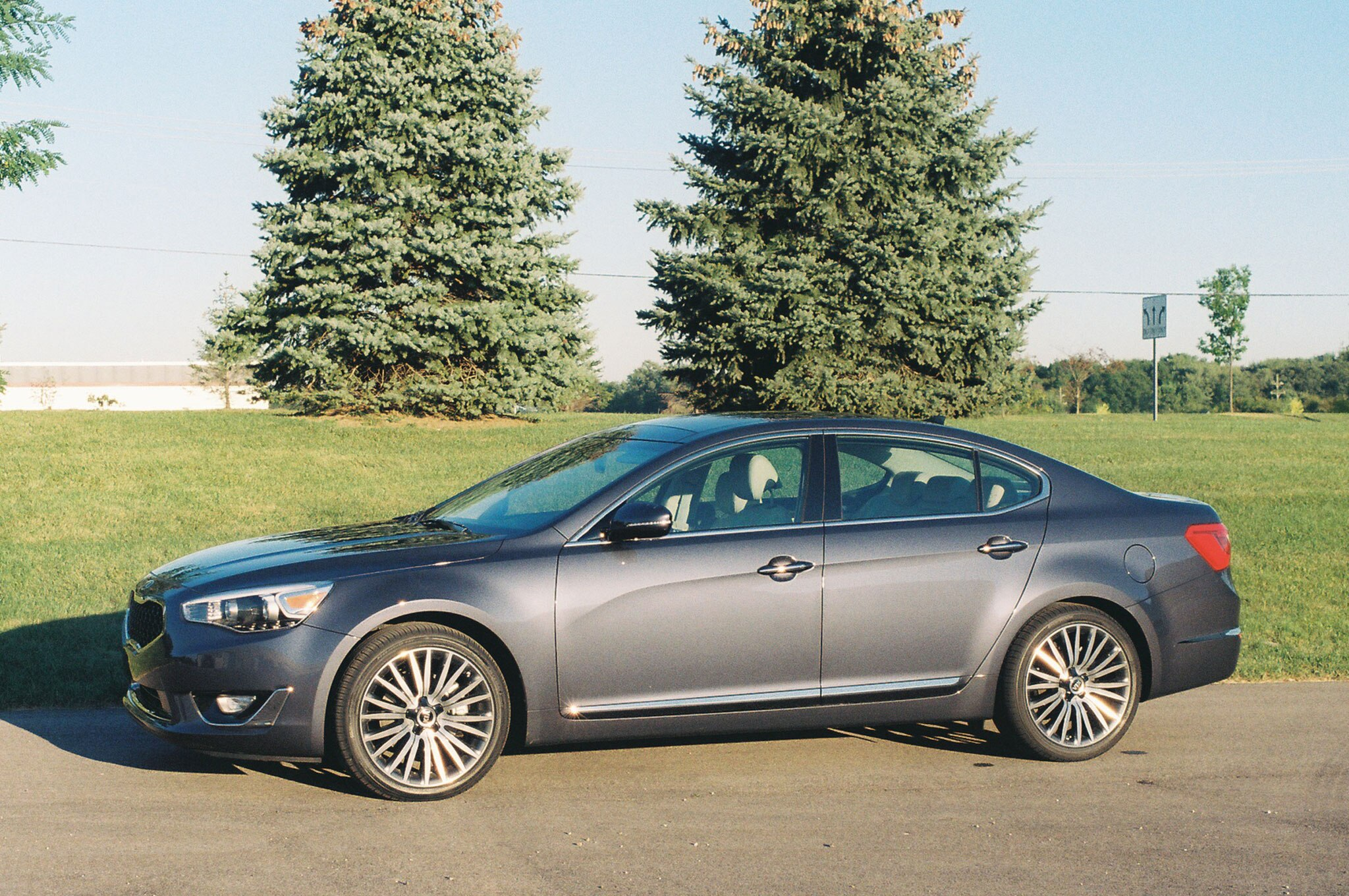 2014 Kia Cadenza Front Left Side View1