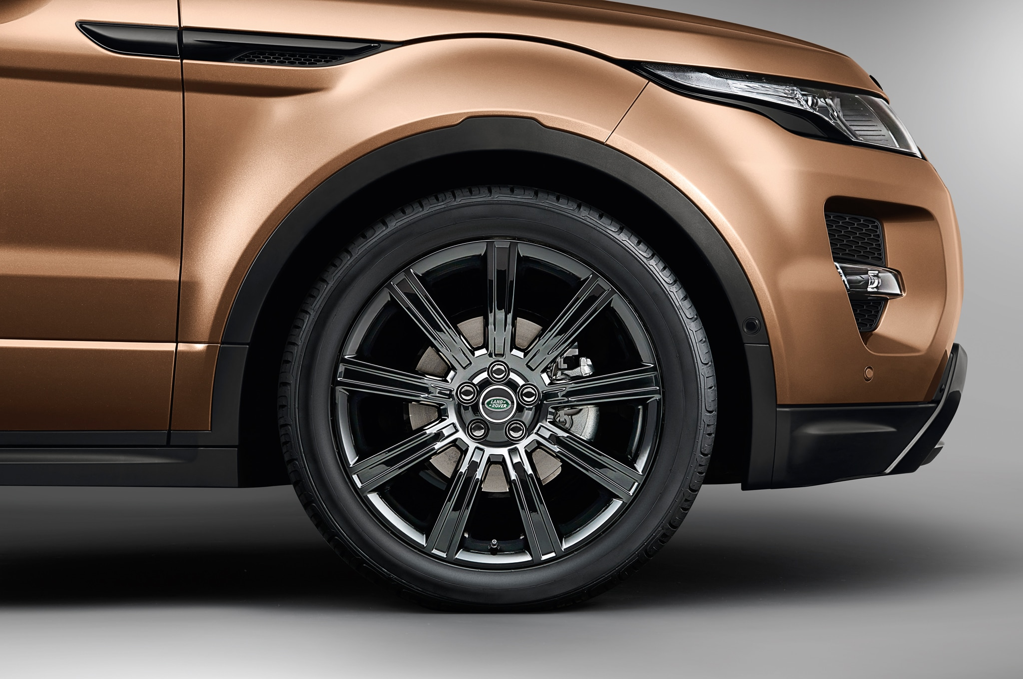2014 land rover range rover evoque fuel economy rises to. Black Bedroom Furniture Sets. Home Design Ideas