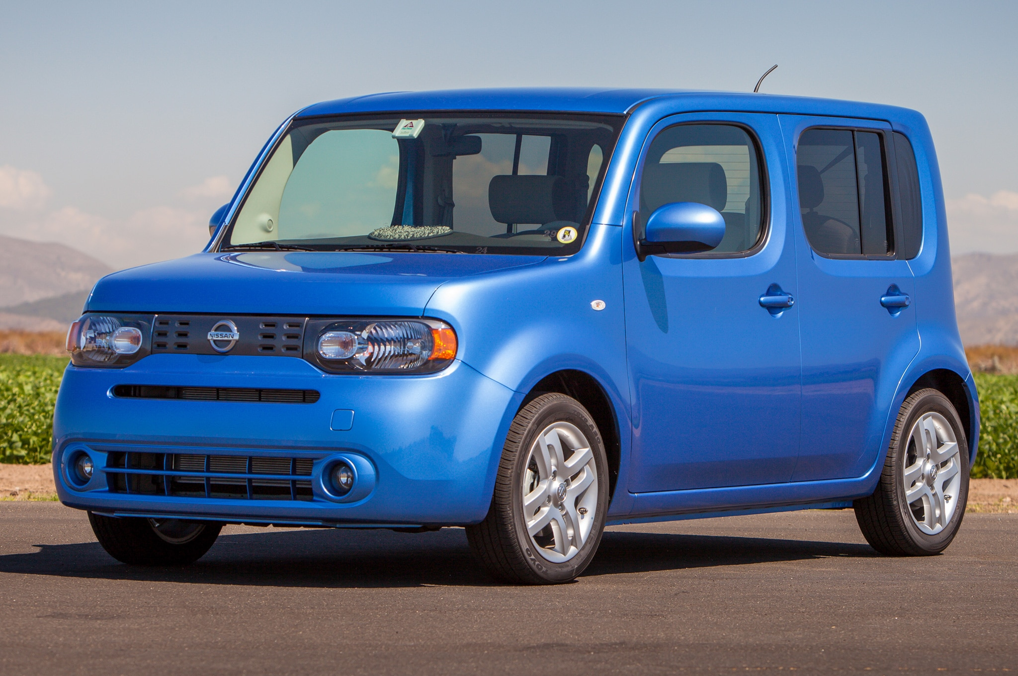 2014 Nissan Cube SL Front Three Quarters View 21