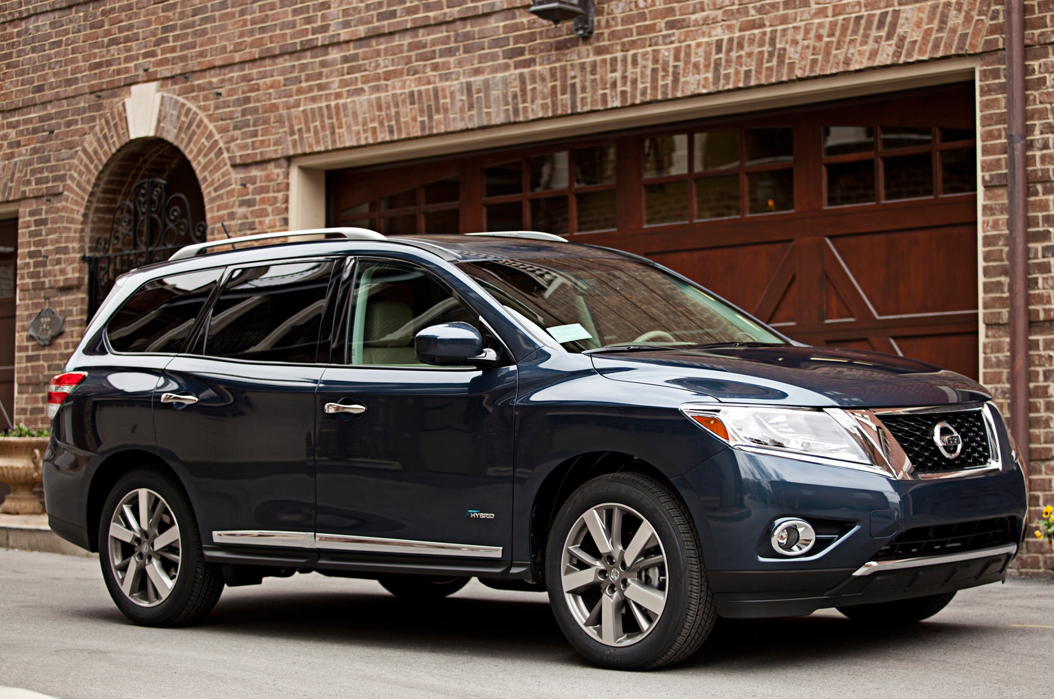 2014 nissan pathfinder hybrid review automobile magazine according to nissans vanachro Image collections