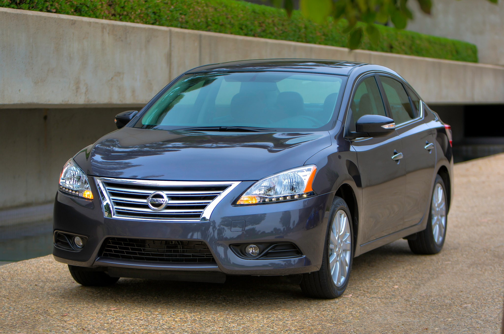 2014 Nissan Sentra Front Three Quarter1