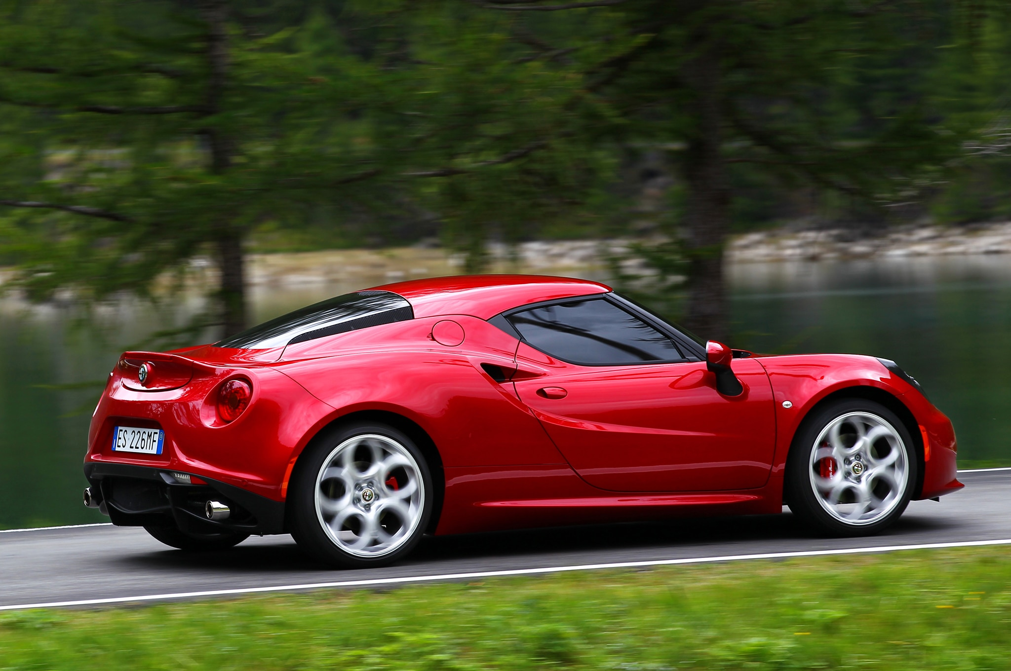 2014 Alfa Romeo 4c Rear Three Quarters11