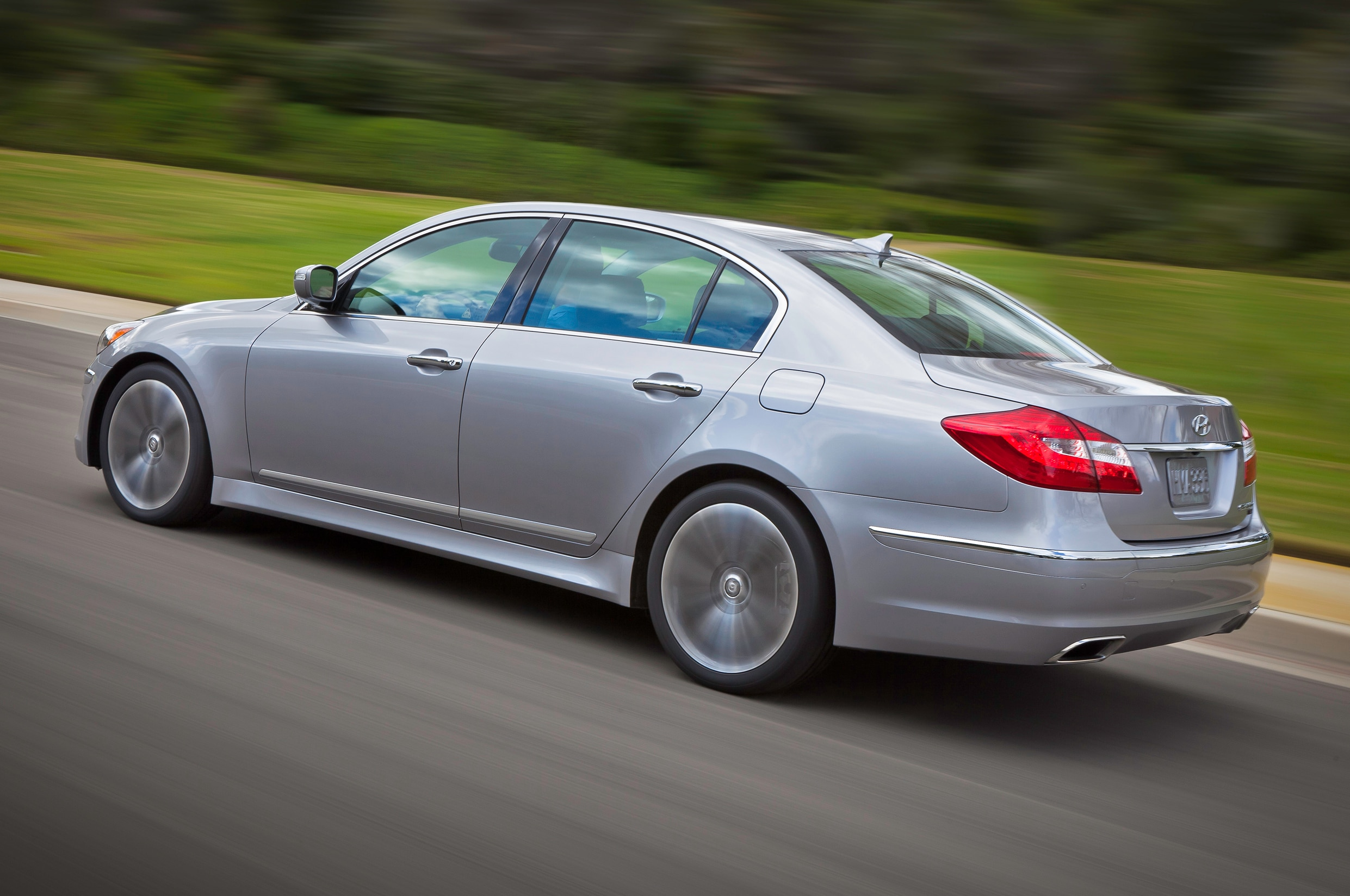 2014 Hyundai Genesis Rear Three Quarters In Motion1