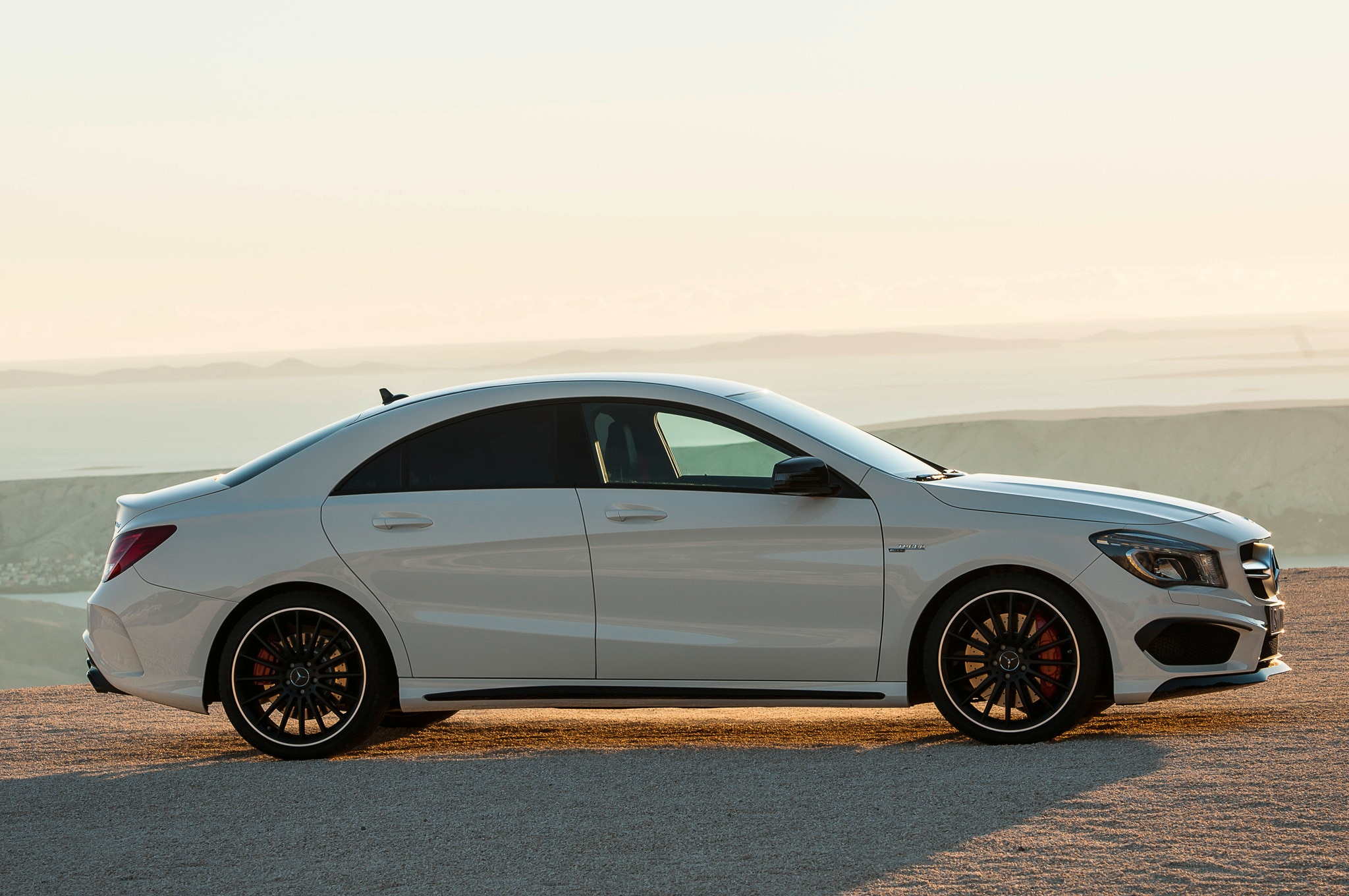 2014 mercedes benz cla45 amg rated 23 31 mpg by epa. Black Bedroom Furniture Sets. Home Design Ideas