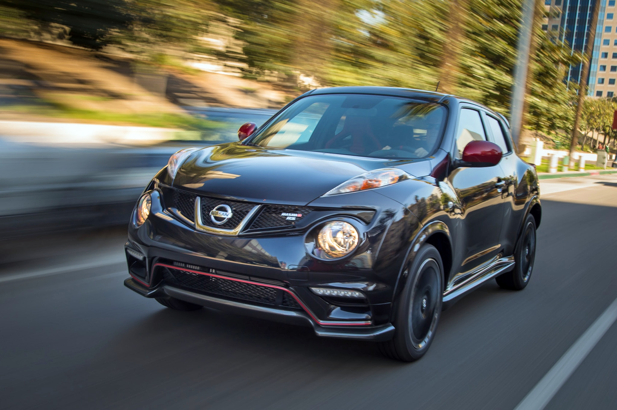 2014 Nissan Juke Nismo Rs Front View In Motion1