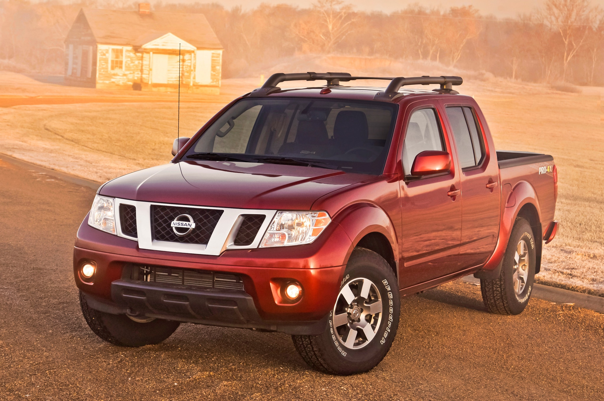 2014 Nissan Frontier Pro4x Front Angle1