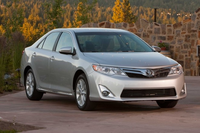 2014 Toyota Camry Front Three Quarters1 660x438