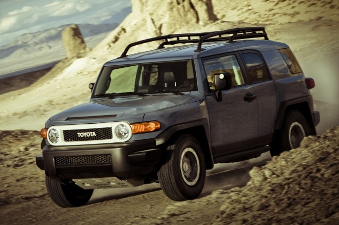 2014 Toyota Fj Cruiser Ultimate Edition Front Three Quarters 31 660x438