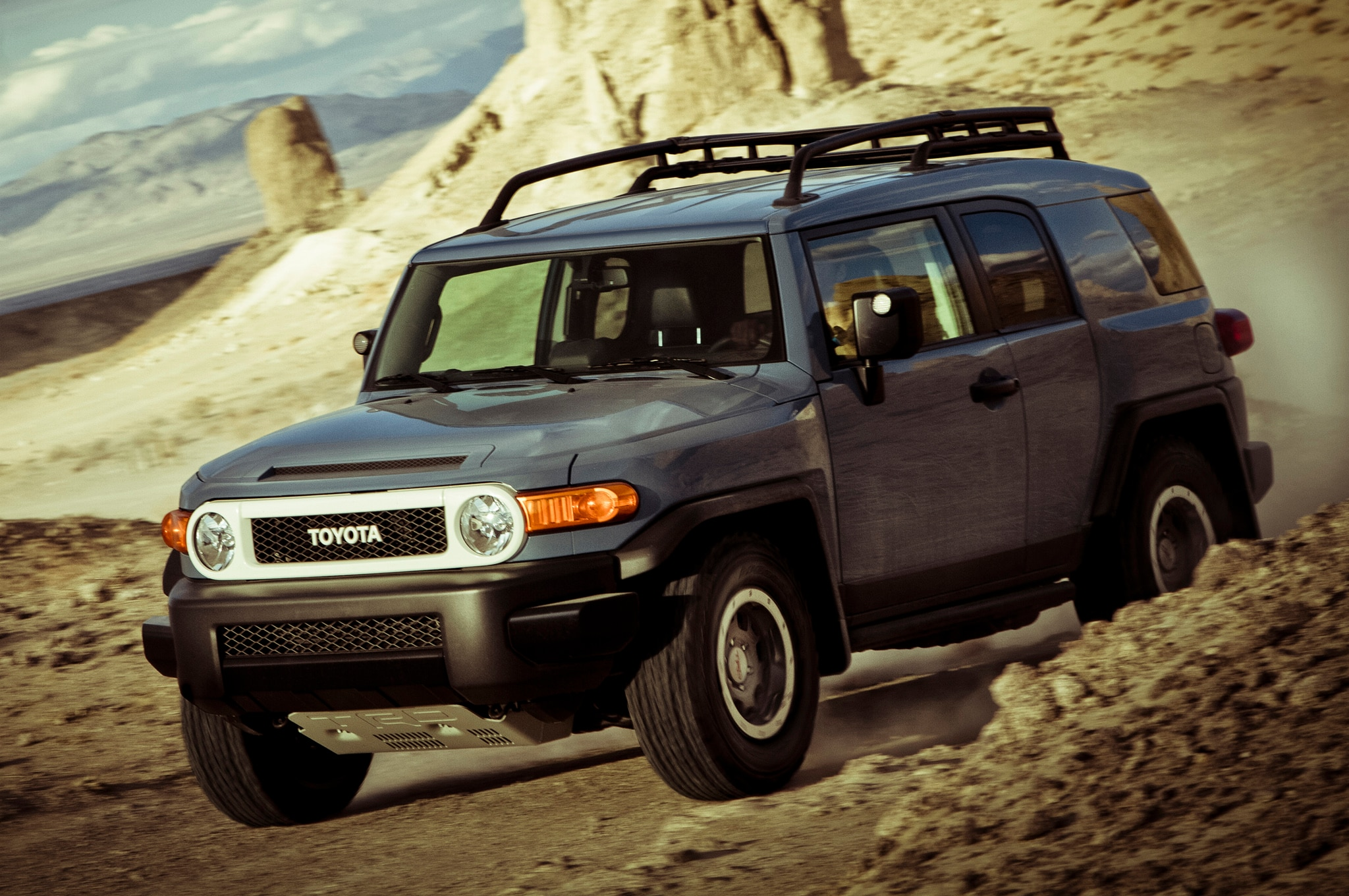 2014 Toyota Fj Cruiser Ultimate Edition Front Three Quarters 31