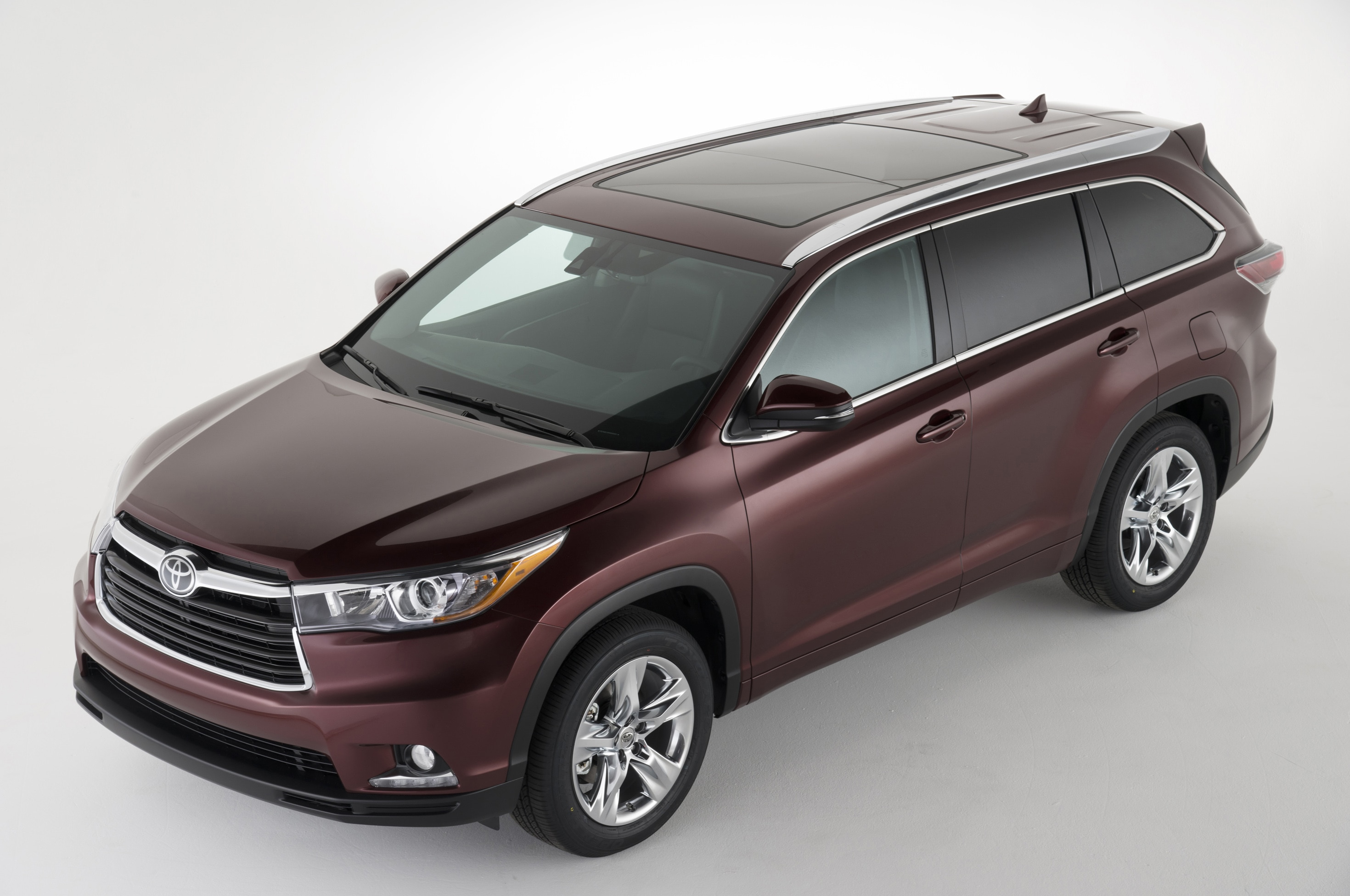 2014 Toyota Highlander Front Three Quarters From Above1