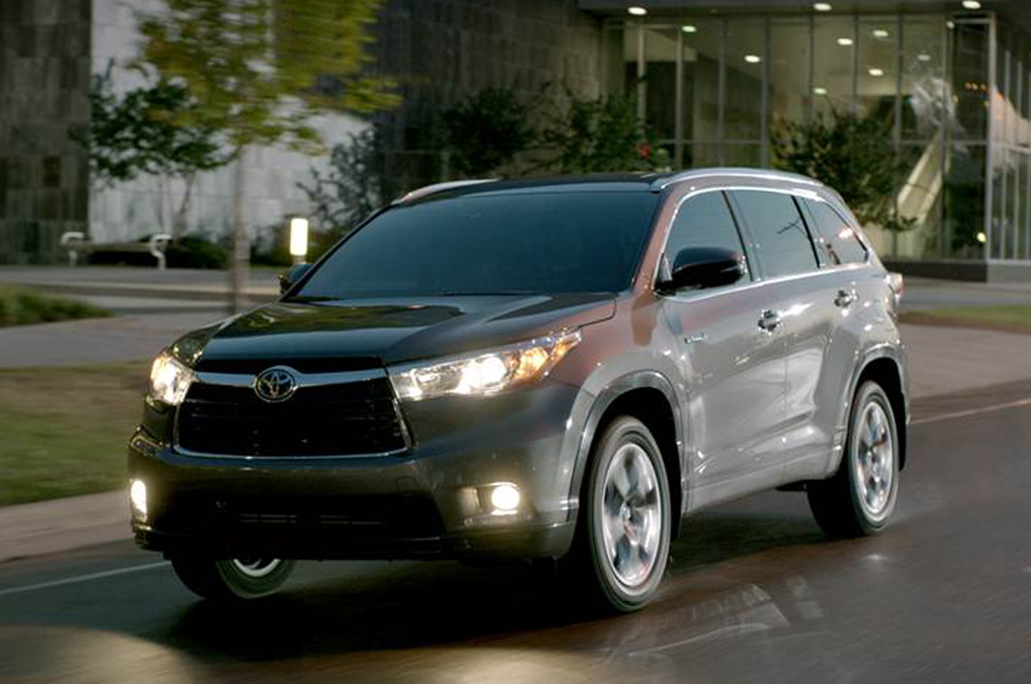 interior msrp front price drive toyota photos le suv highlander reviews features wheel