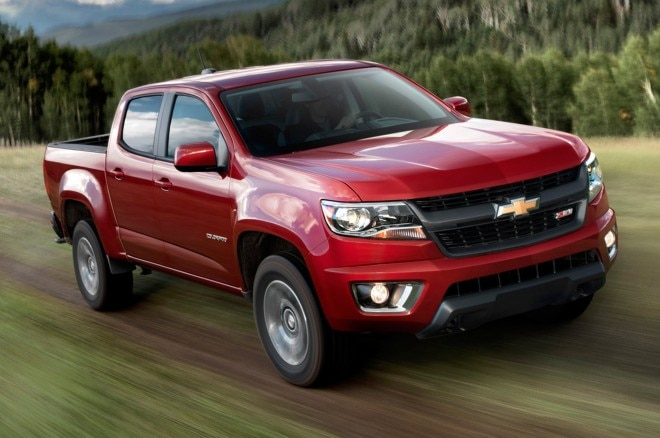 2015 Chevrolet Colorado Z71 Crew Cab Front Three Quarters View1 660x438