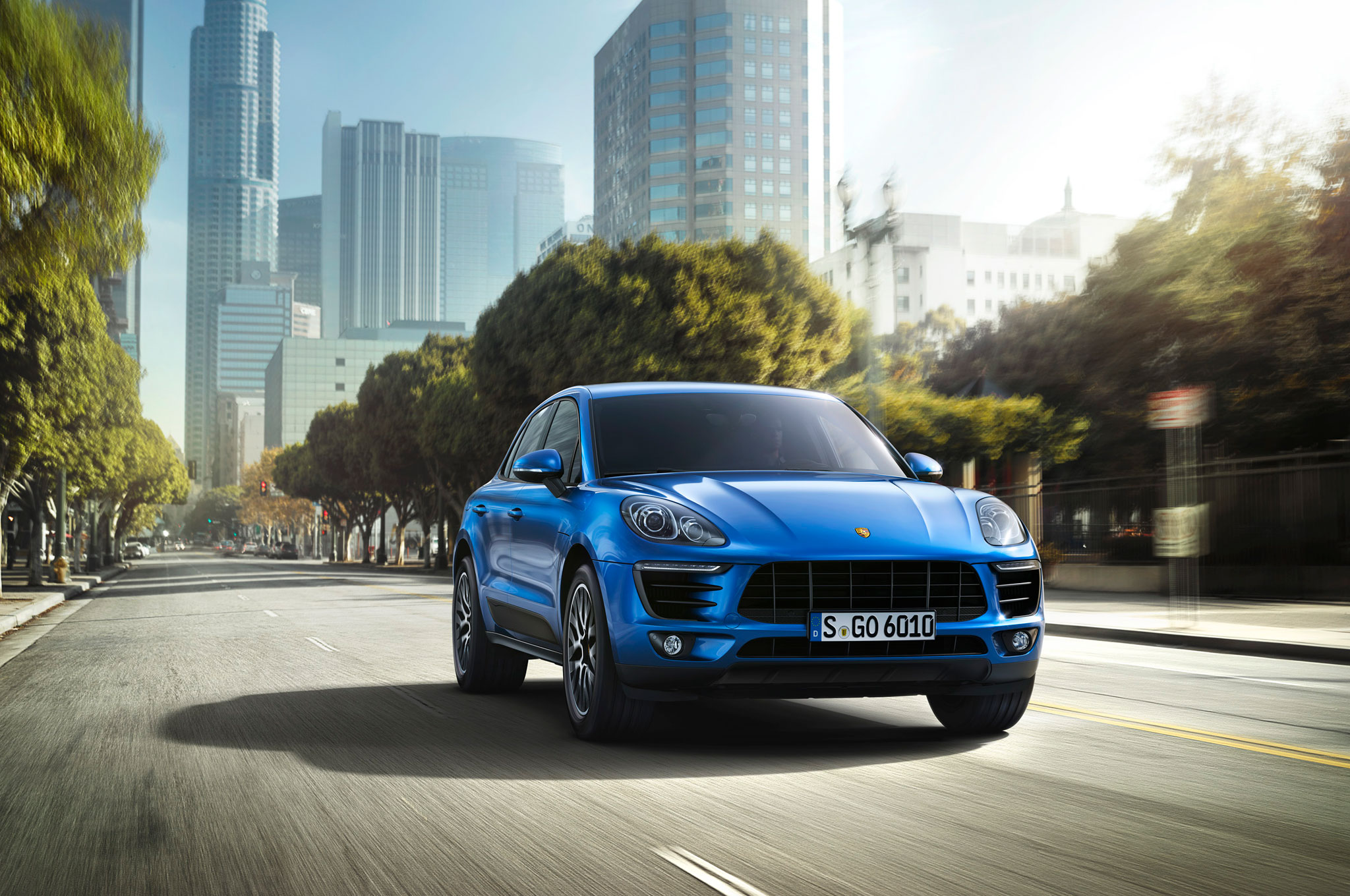 2015 Porsche Macan Front End In Motion1