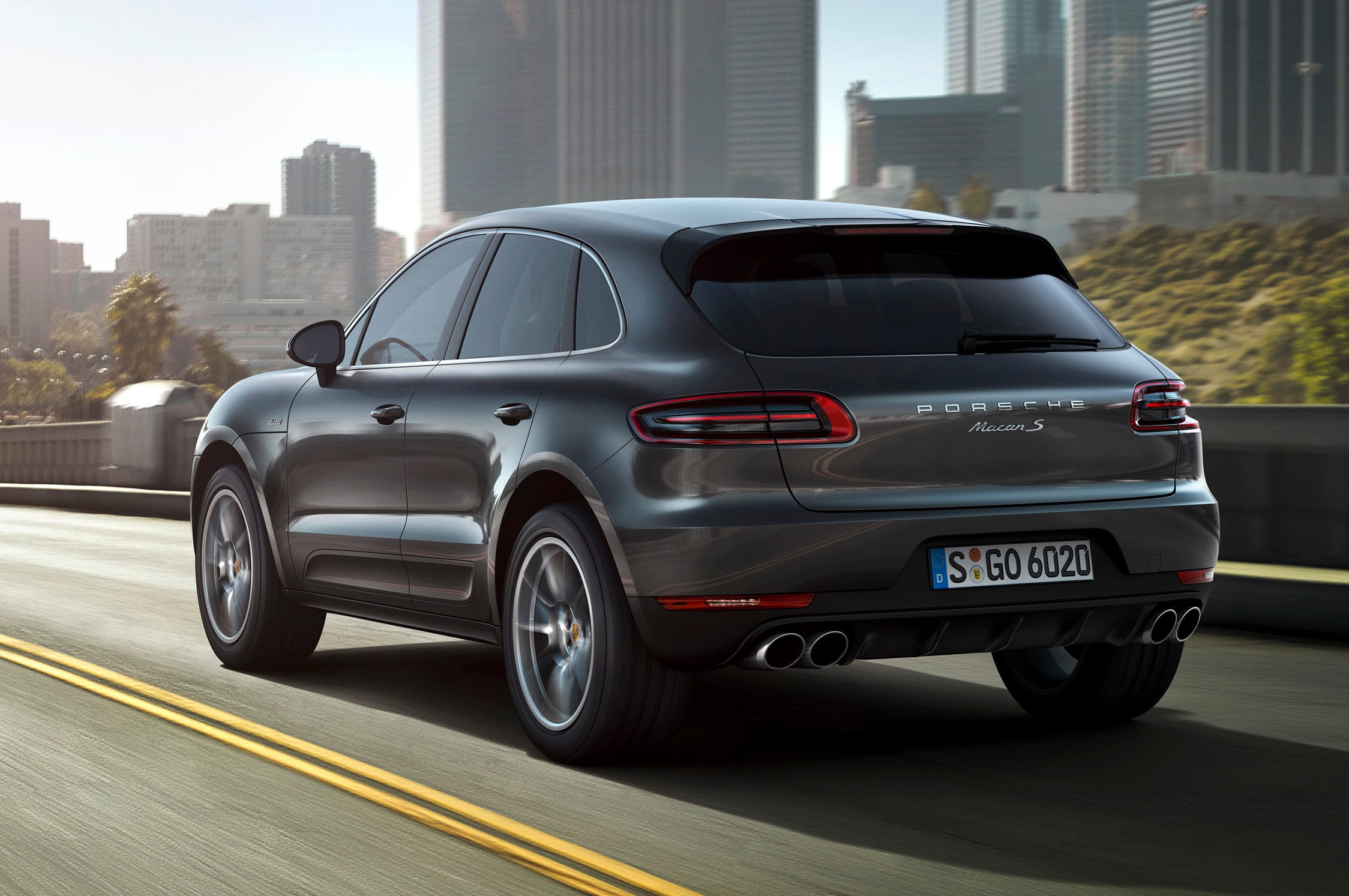 2015 Porsche Macan Rear Three Quarters 21