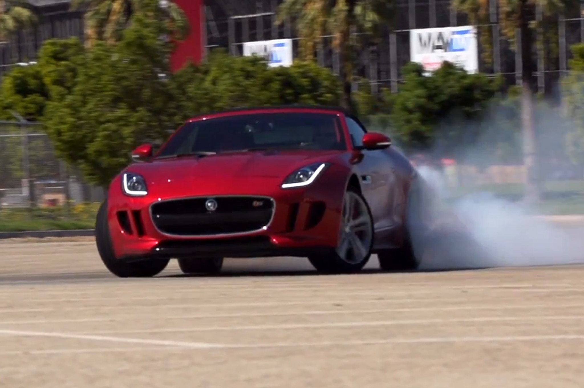 Jaguar F Type Feature Flick 11