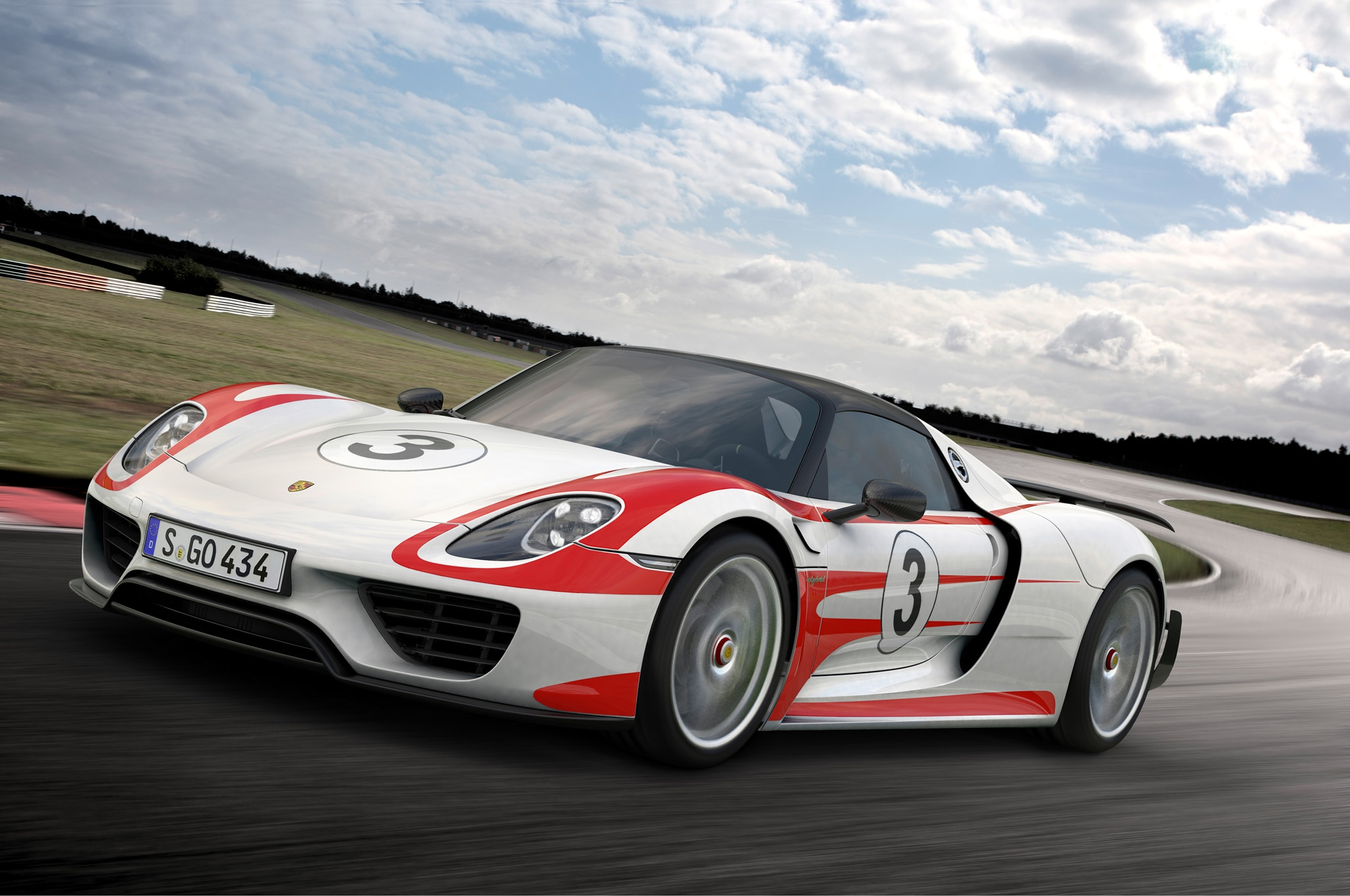 Porsche 918 Weissach Front Three Quarter1
