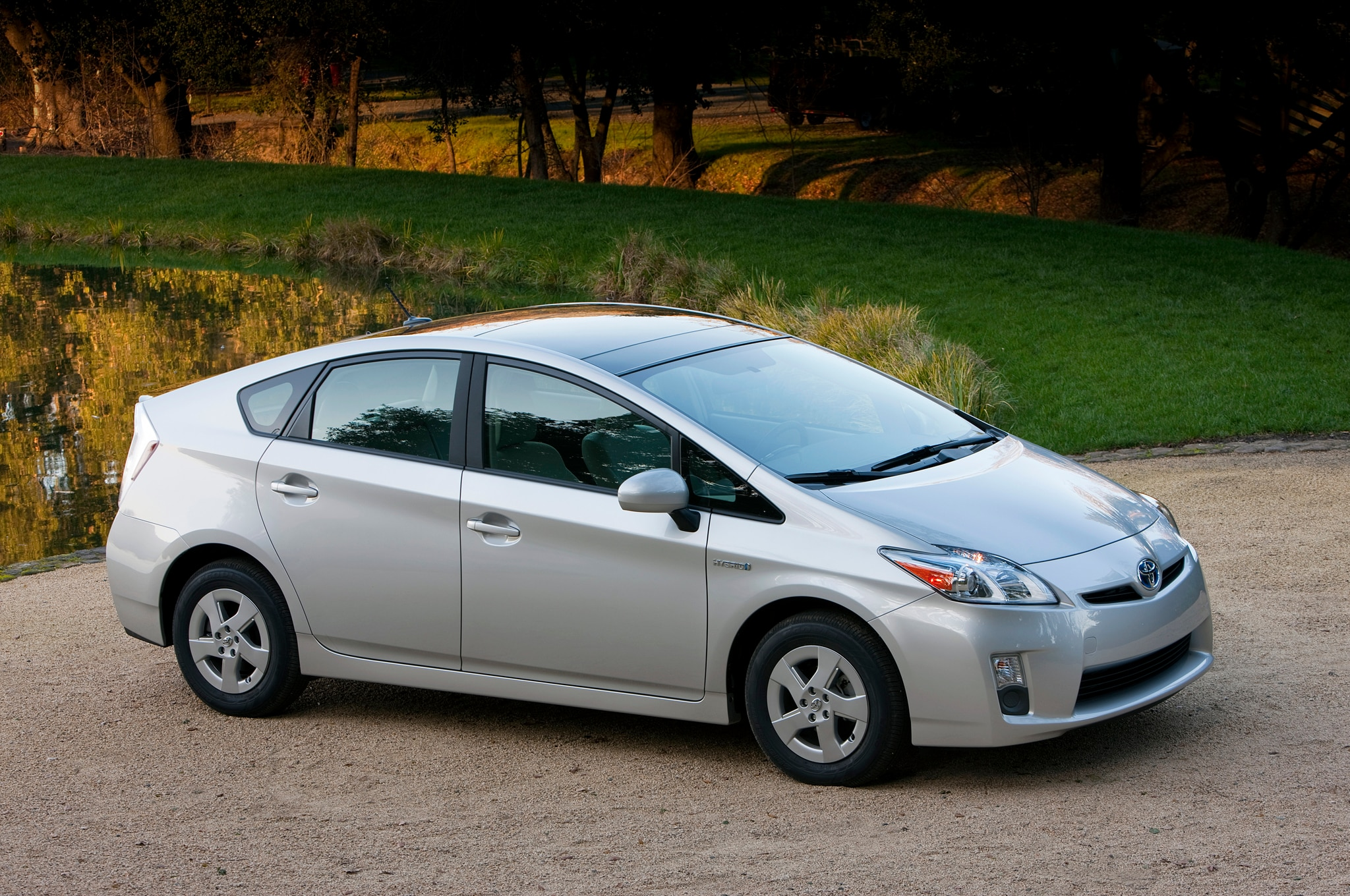 report 2015 toyota prius to use lighter more efficient platform. Black Bedroom Furniture Sets. Home Design Ideas