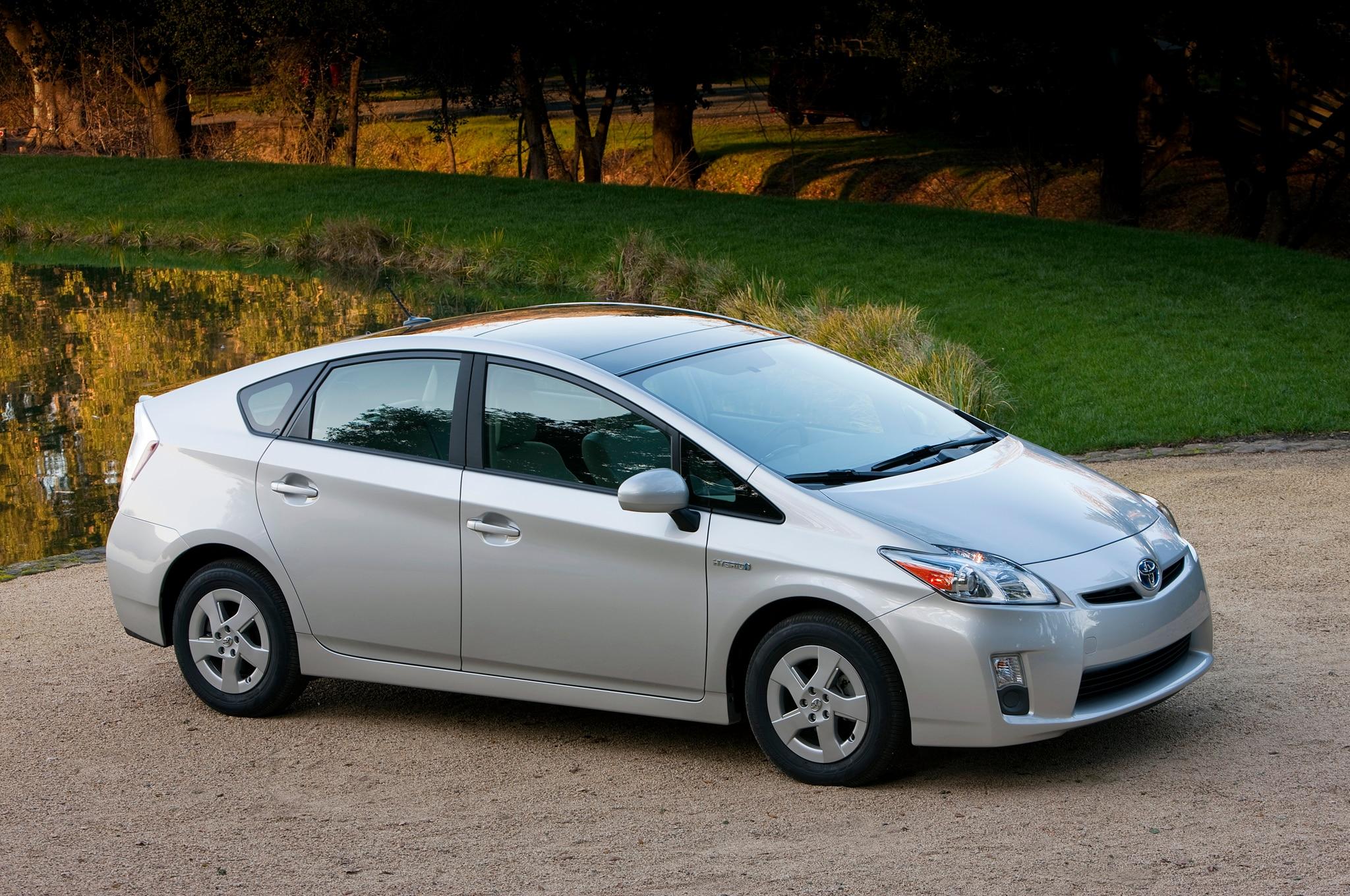 Toyota Prius Front Three Quarter1