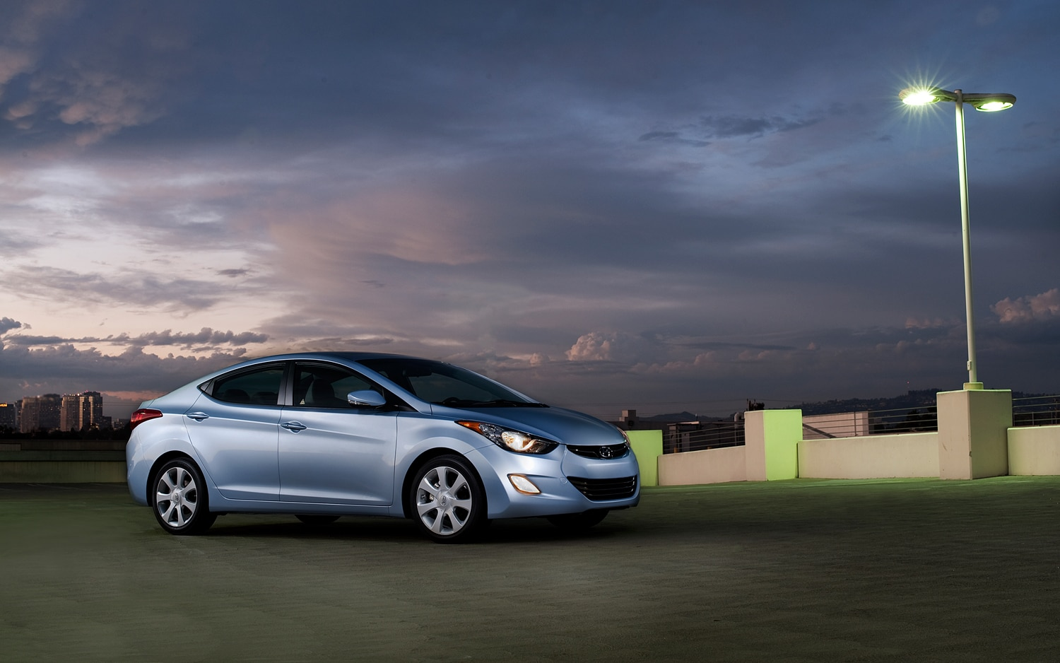 2012 Hyundai Elantra Front Three Quarters 21