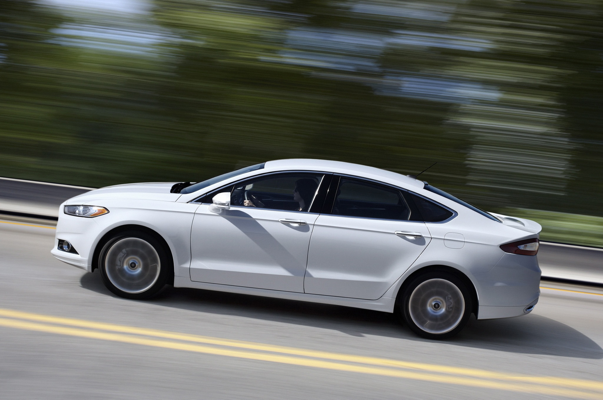 2013 Ford Fusion Side Profile View In Motion 021