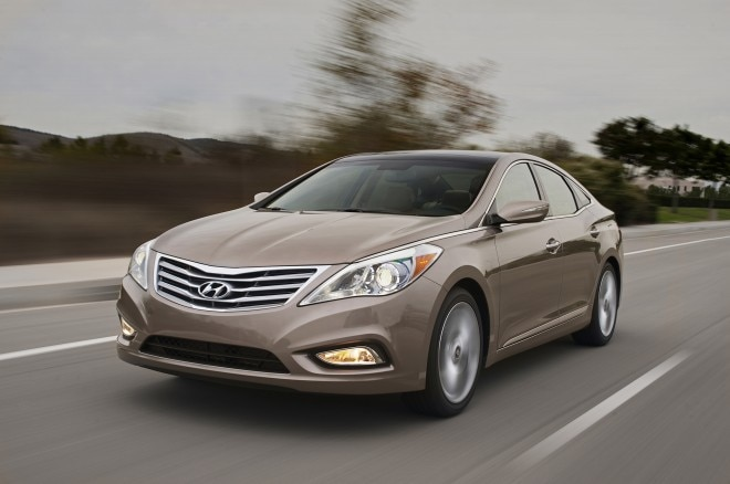 2013 Hyundai Azera Driver Front Three Quarters View In Motion 061 660x438