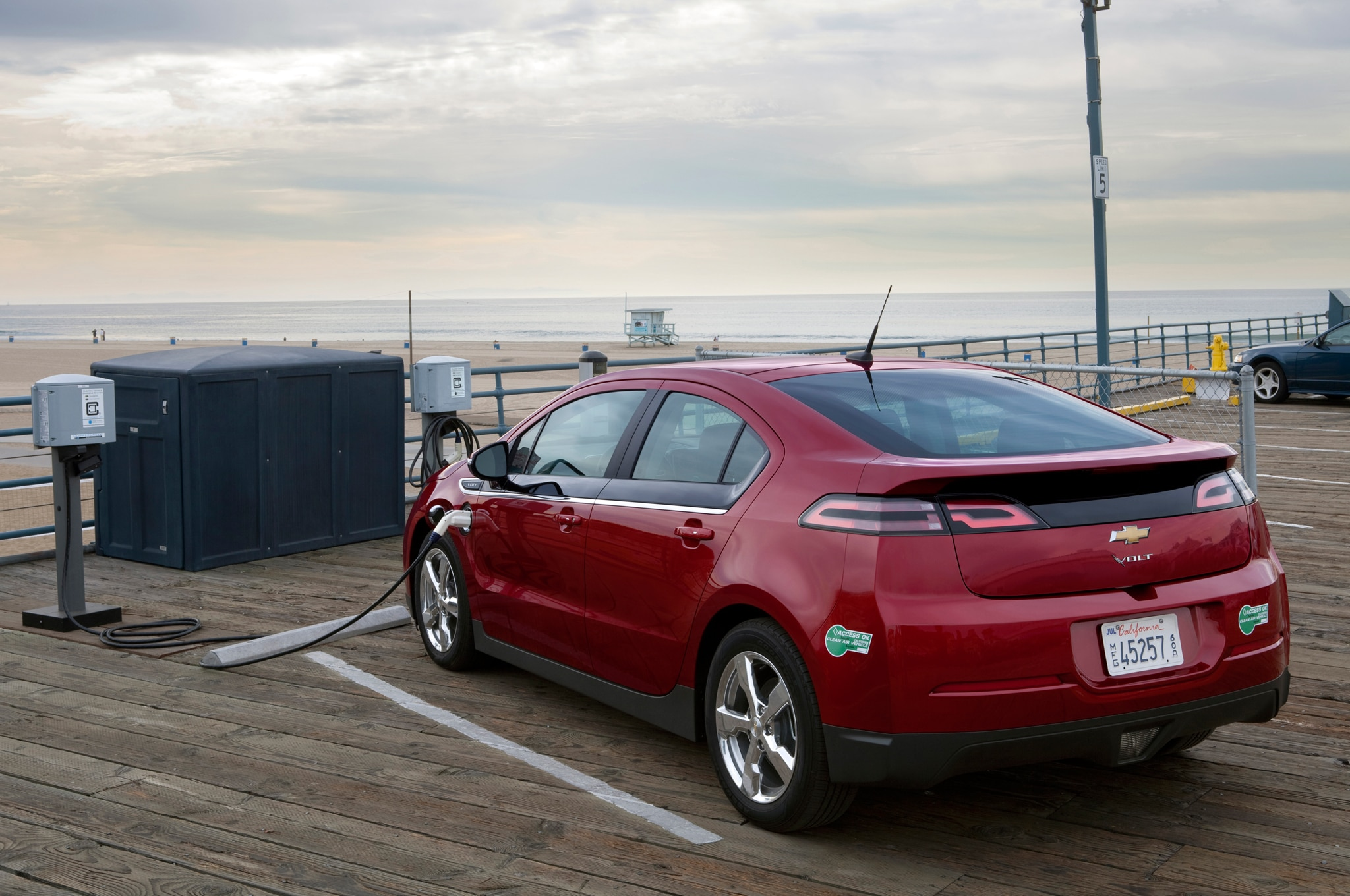 2014 Chevrolet Volt Rear Three Quarter1