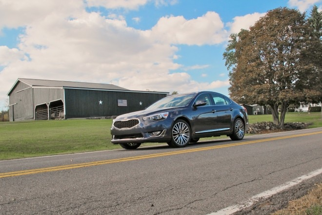2014 Kia Cadenza Front Three Quarter View1 660x440