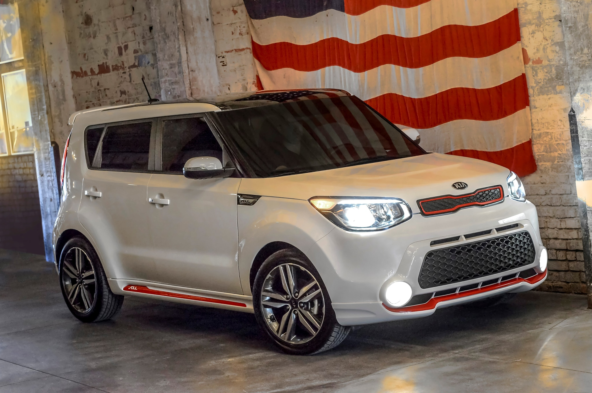 2014 Kia Soul Red Zone Front Three Quarter1