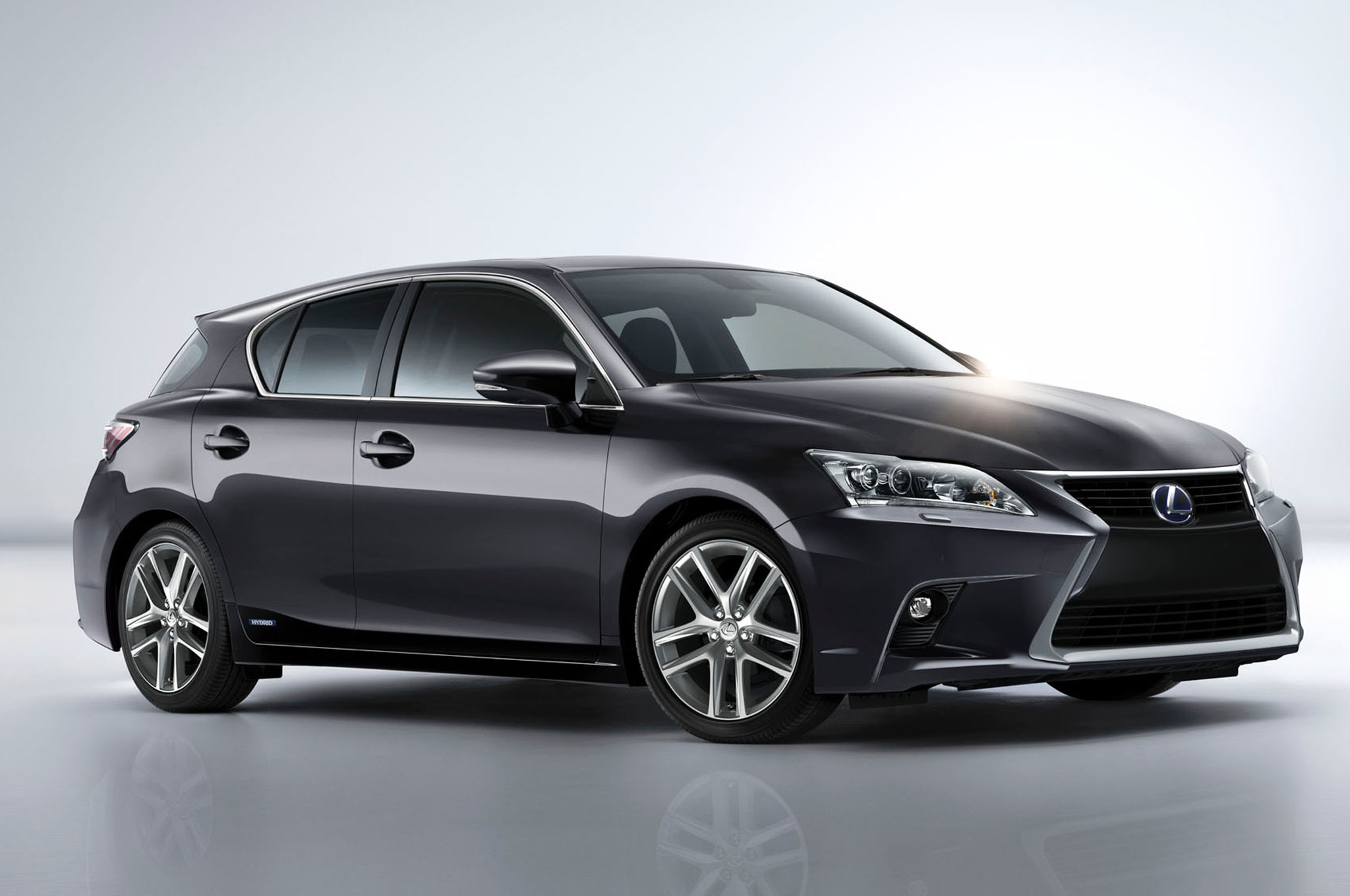 2014 Lexus CT200h Front Three Quarter 11