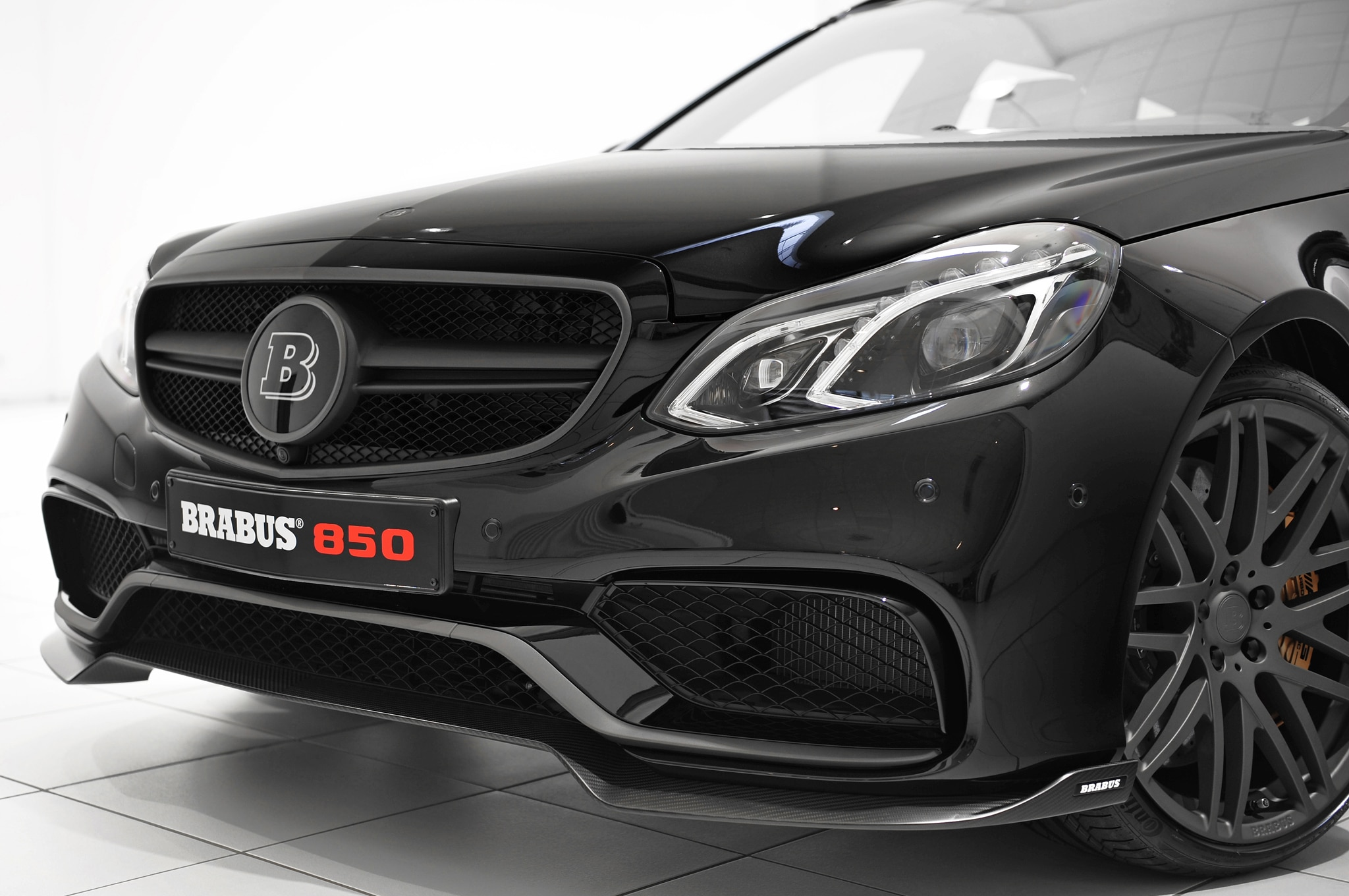 brabus tunes 2014 mercedes benz e63 amg wagon to 838 hp. Black Bedroom Furniture Sets. Home Design Ideas