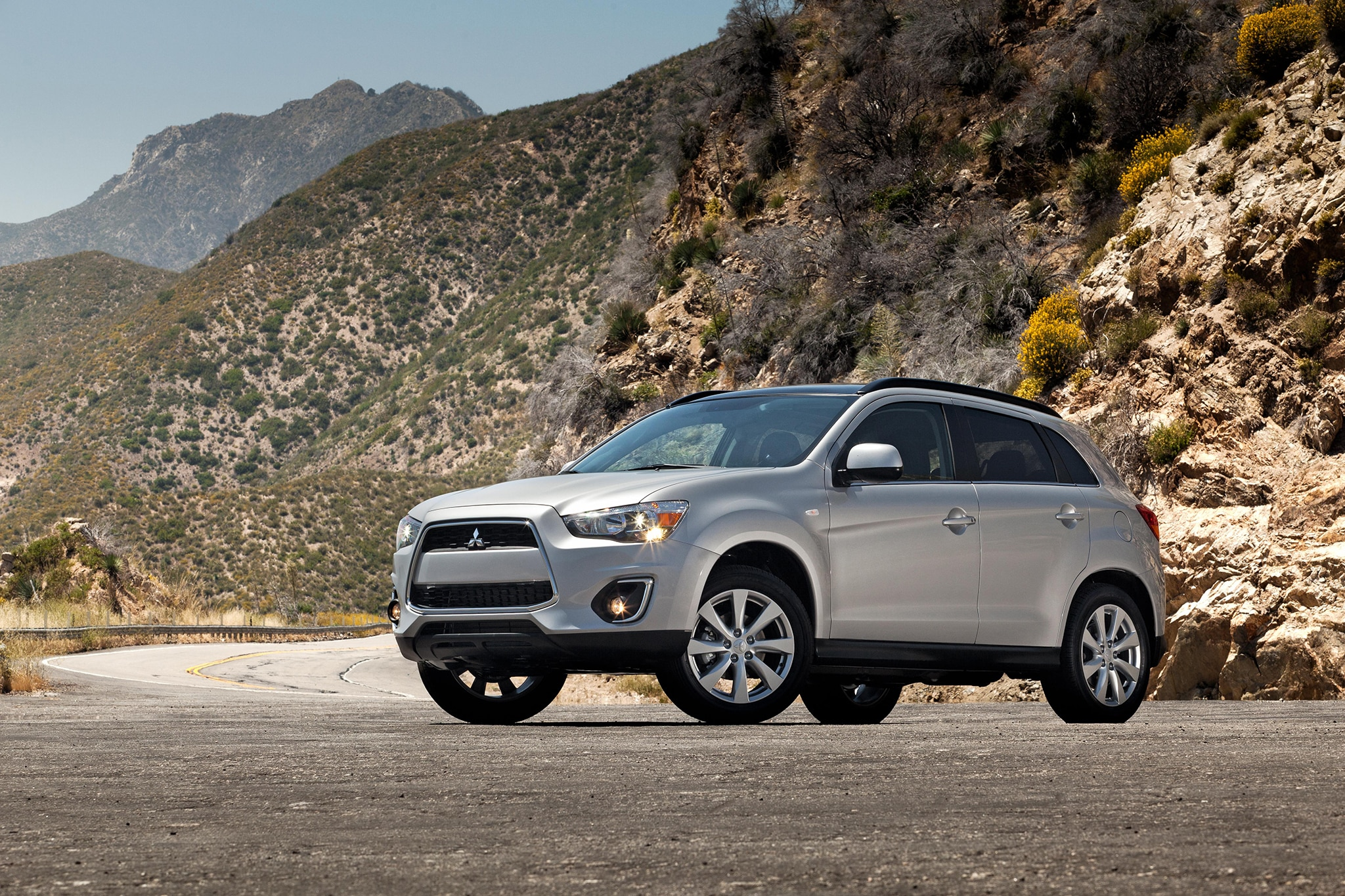 2014 Mitsubishi Outlander Sport Three Quarters Low2