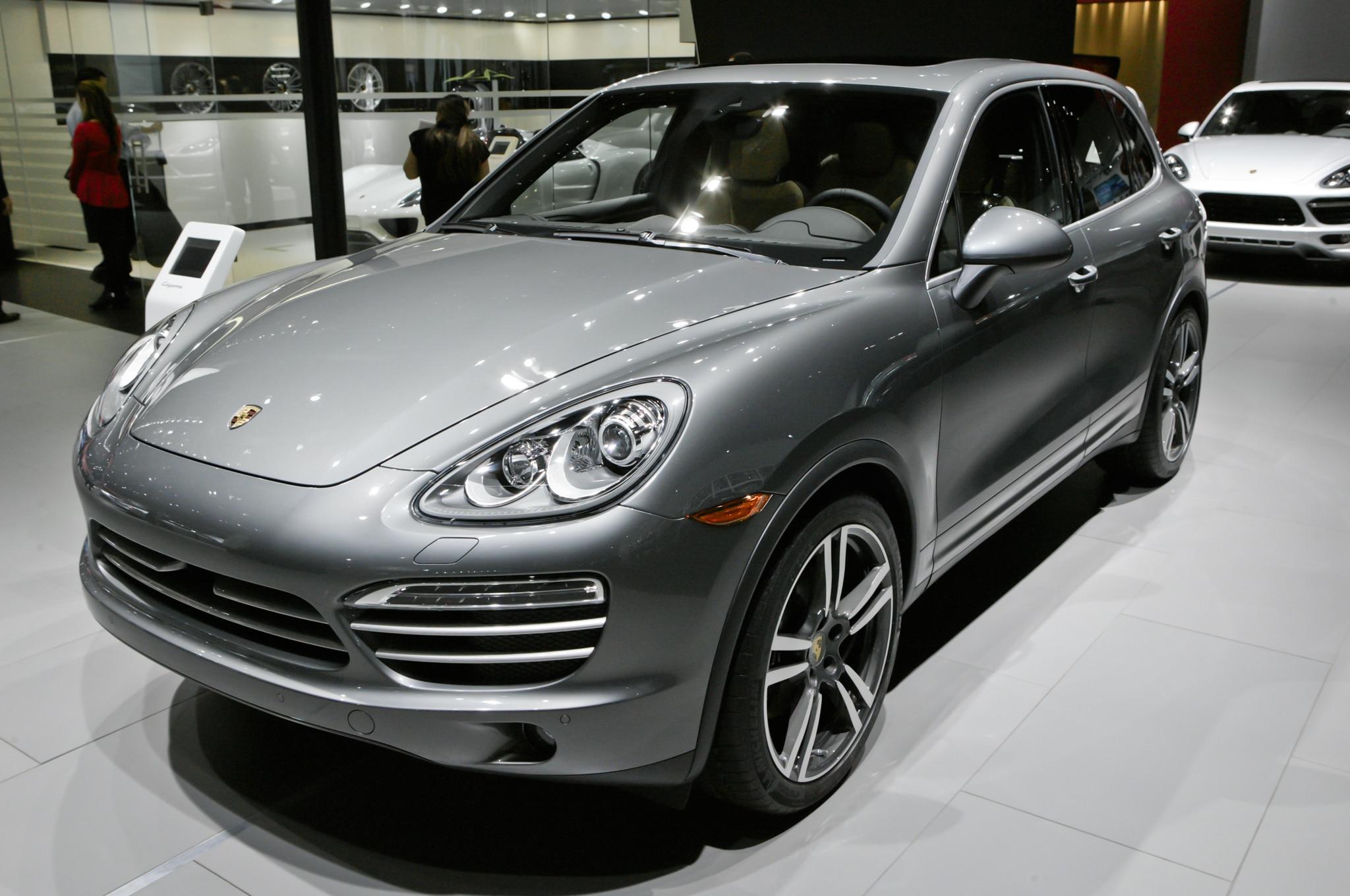 2014 Porsche Cayenne Platinum Edition Front1