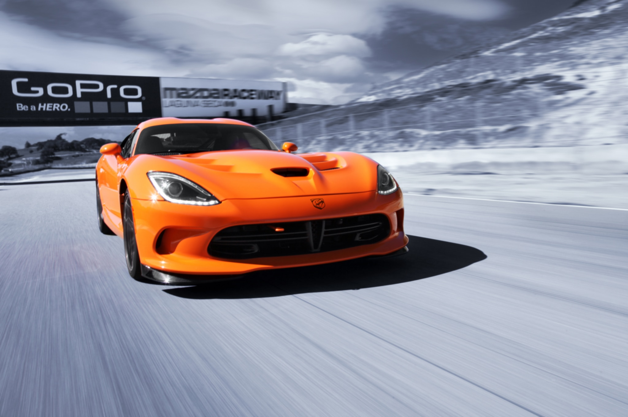 2014 SRT Viper TA Front End In Motion 021