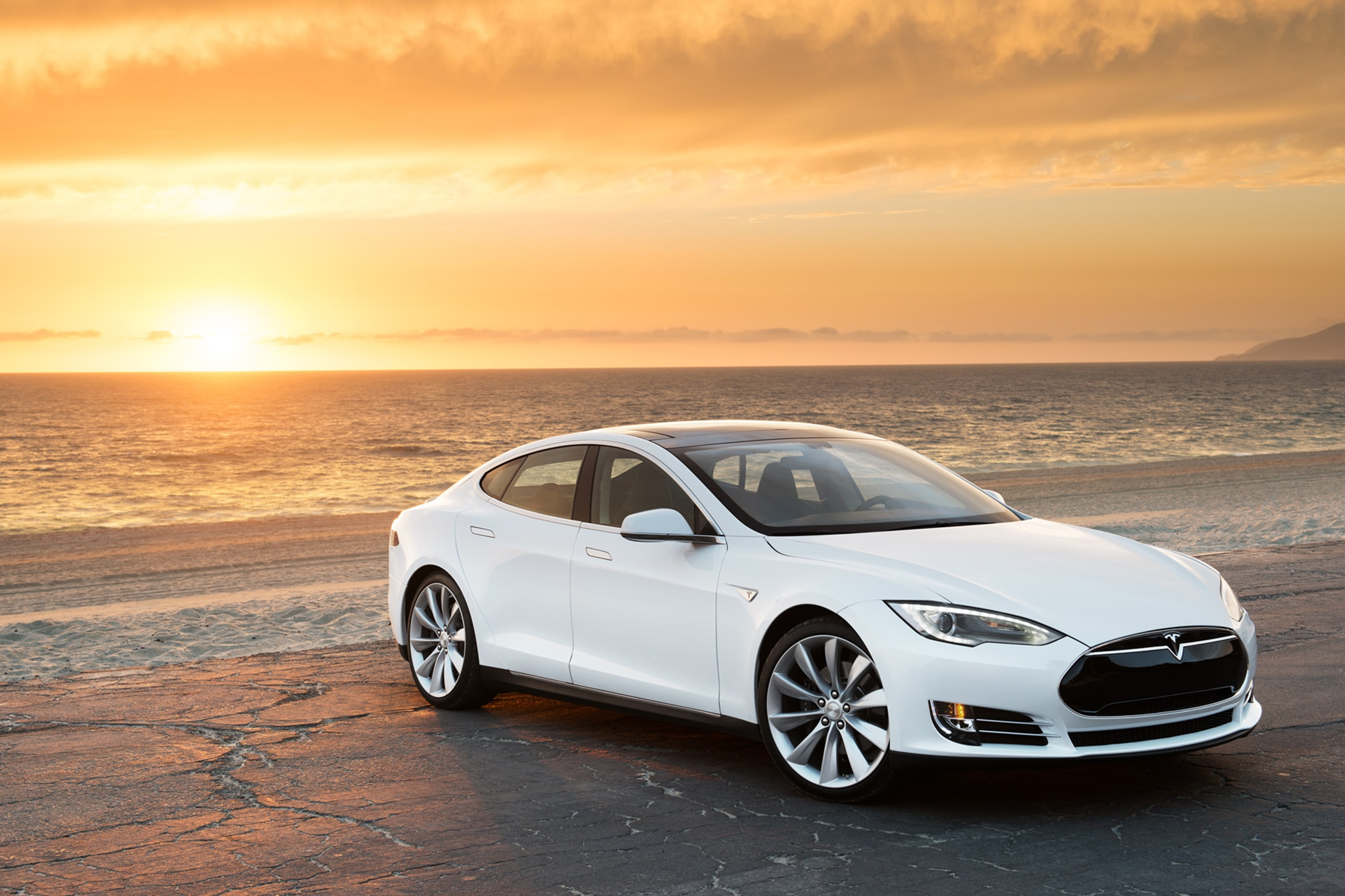 2014 Tesla Model S Front View Sunset