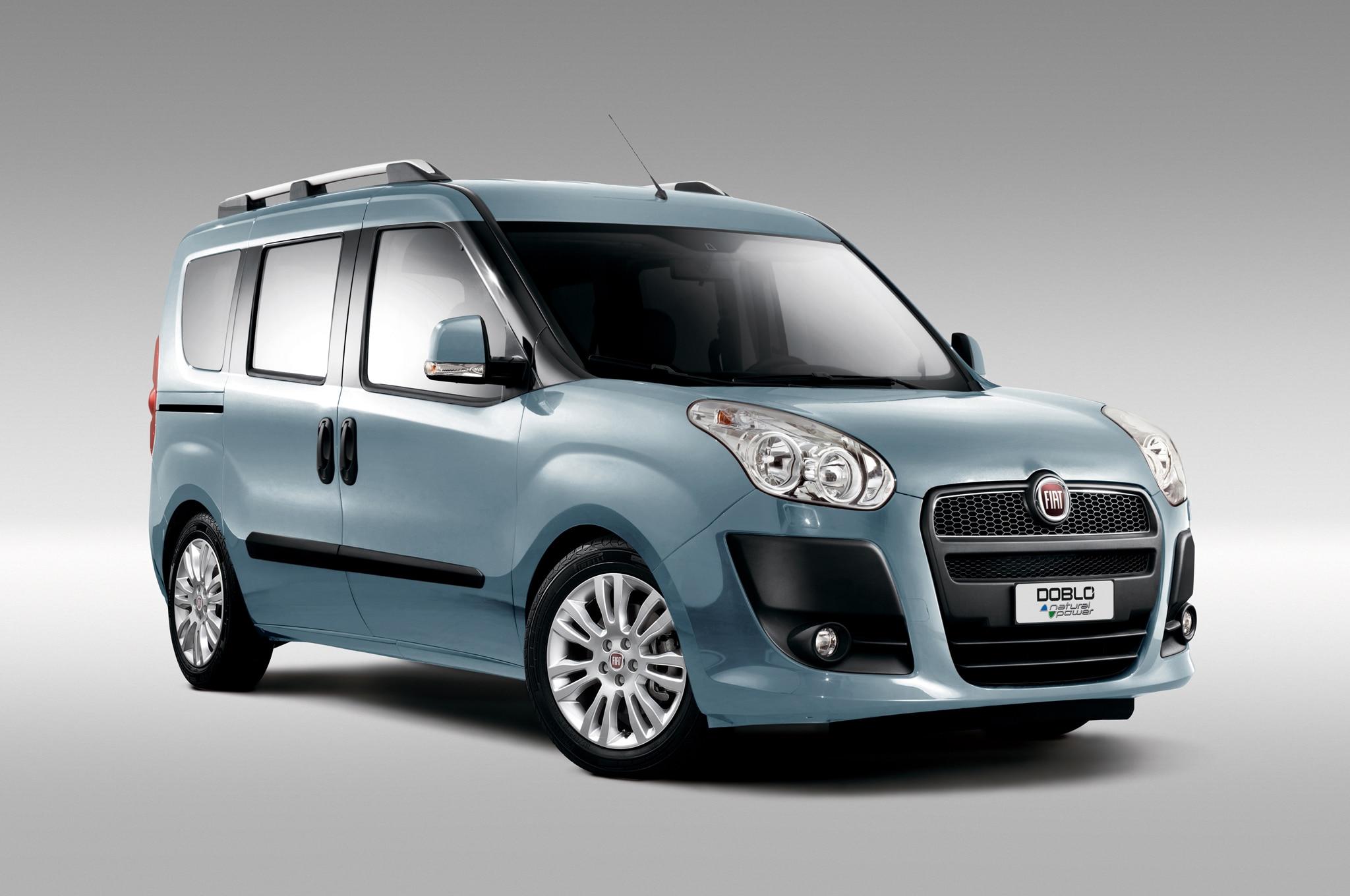 2014 Fiat Doblo Blue Front Three Quarters1