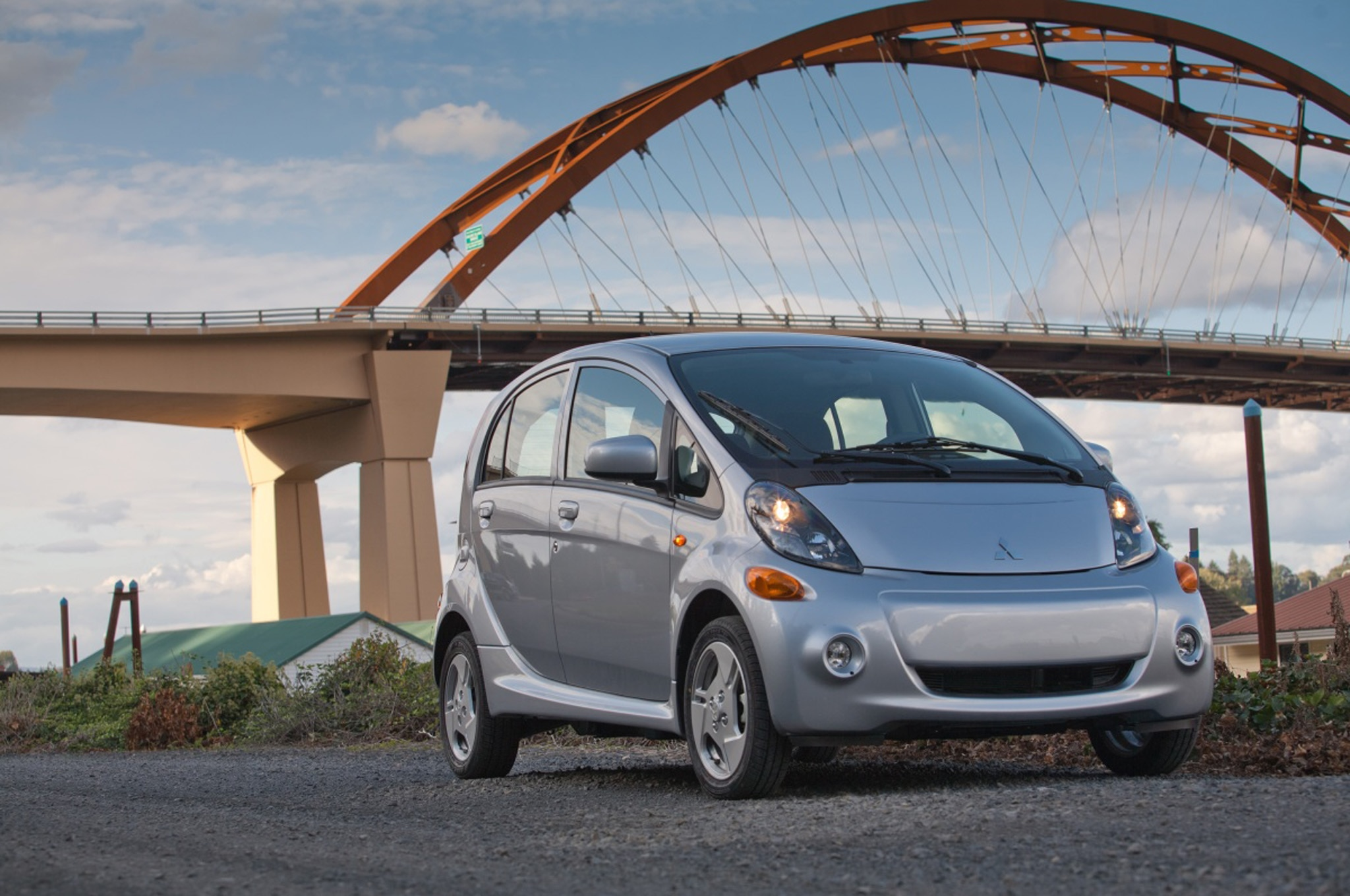 2014 Mitsubishi I Miev Front Three Quarter11