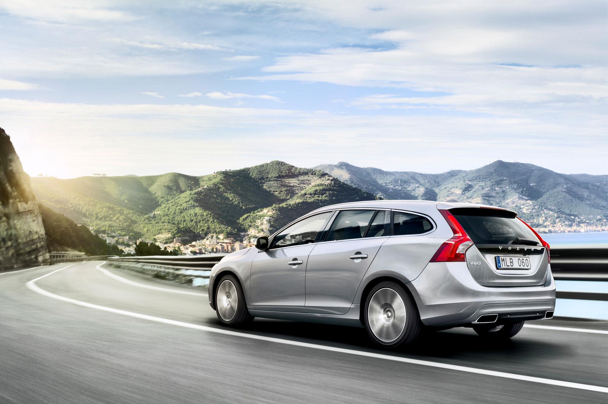 2015 Volvo V60 Rear Left Side View1