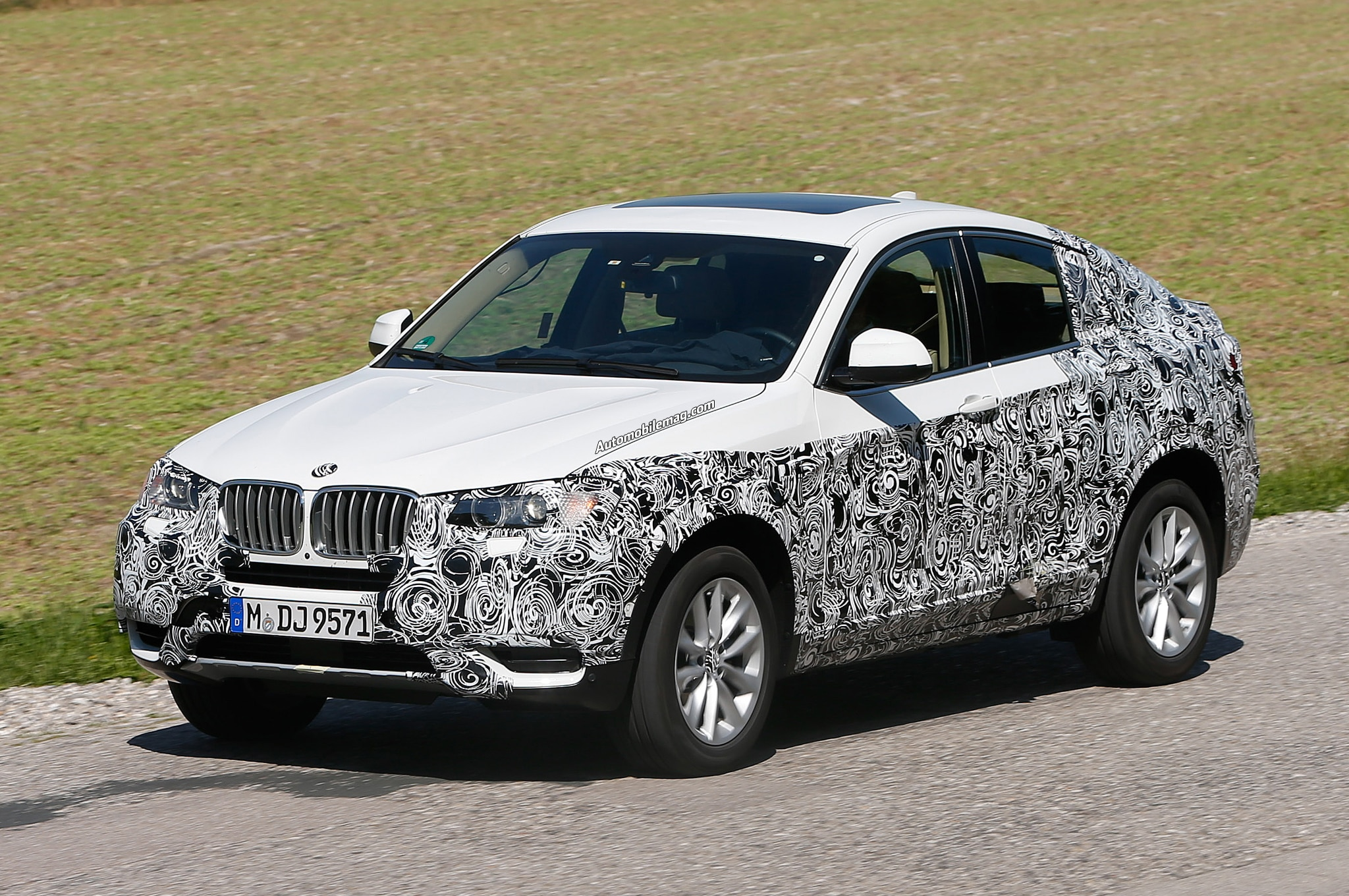 BMW X4 Spied Front Three Quarter 12