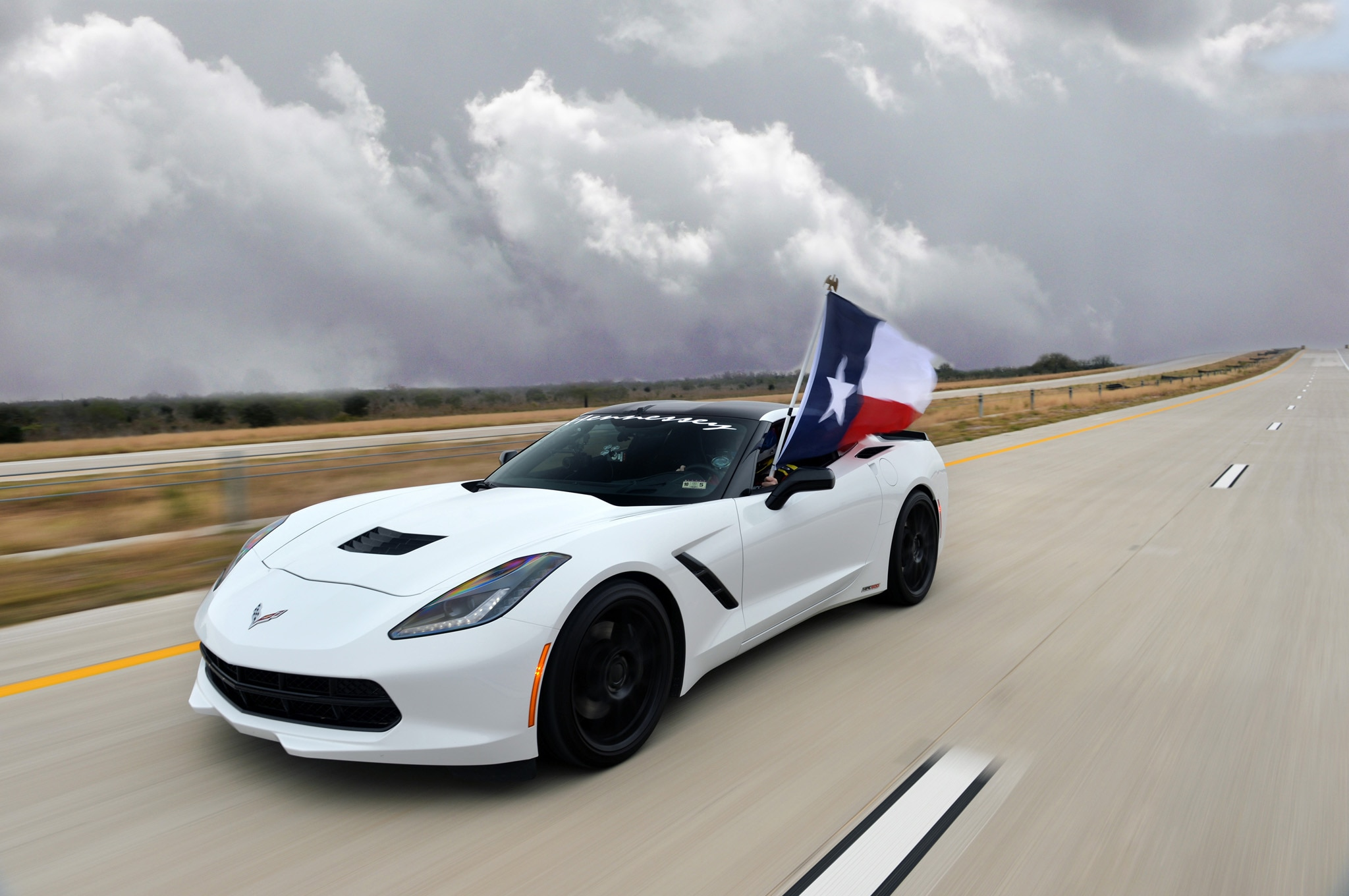 hennessey tuned 2014 chevrolet corvette eclipses 200 mph on texas highway automobile magazine - Corvette 2014 White