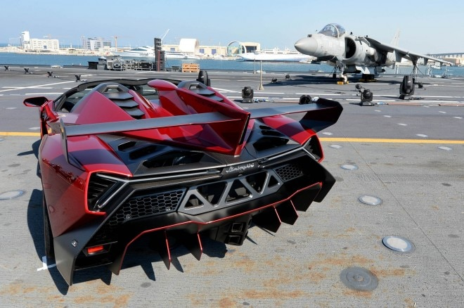 Lamborghini Veneno Roadster Carrier Debut Rear1 660x438