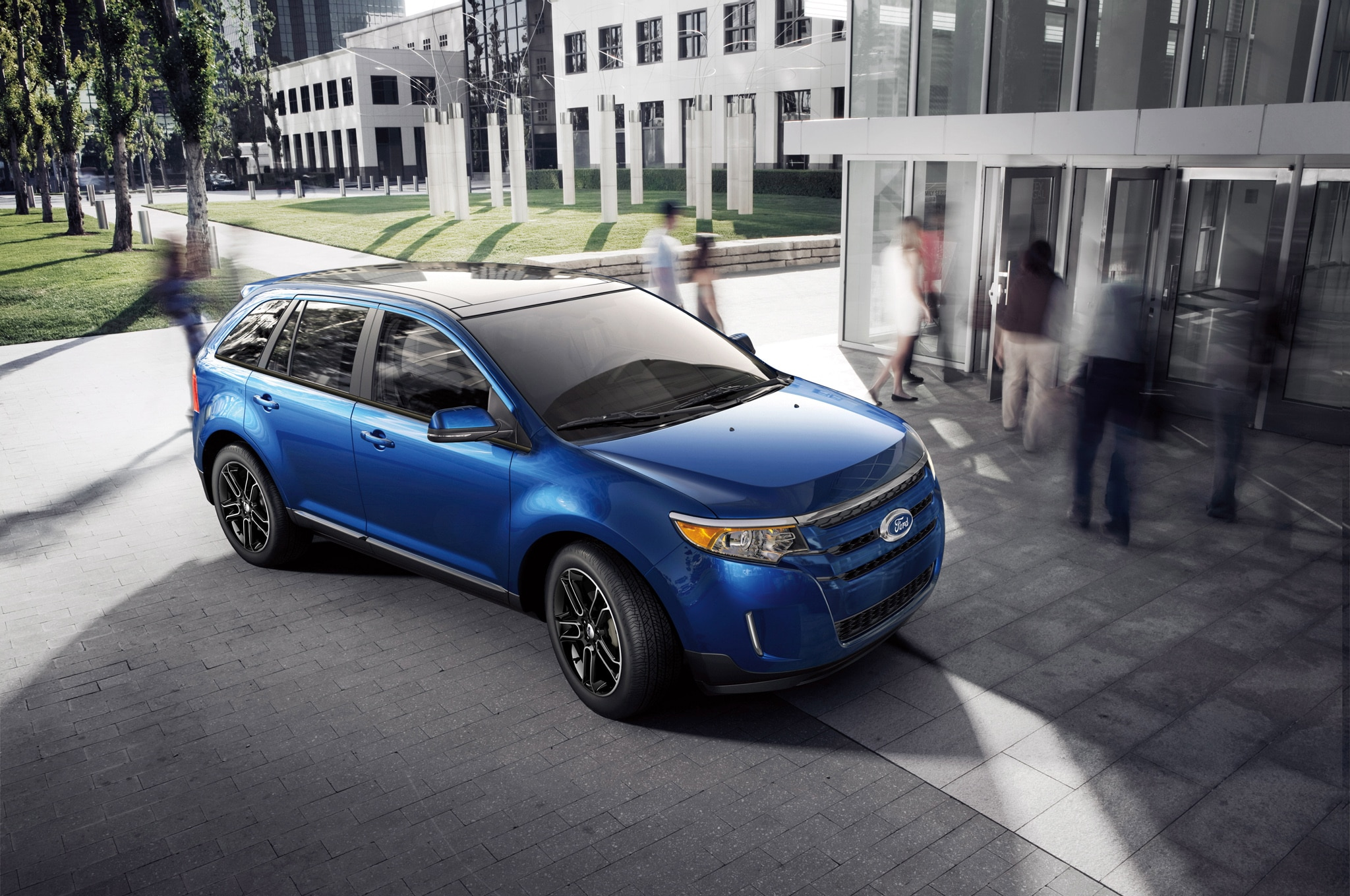 2013 Ford Edge Front Three Quarters1