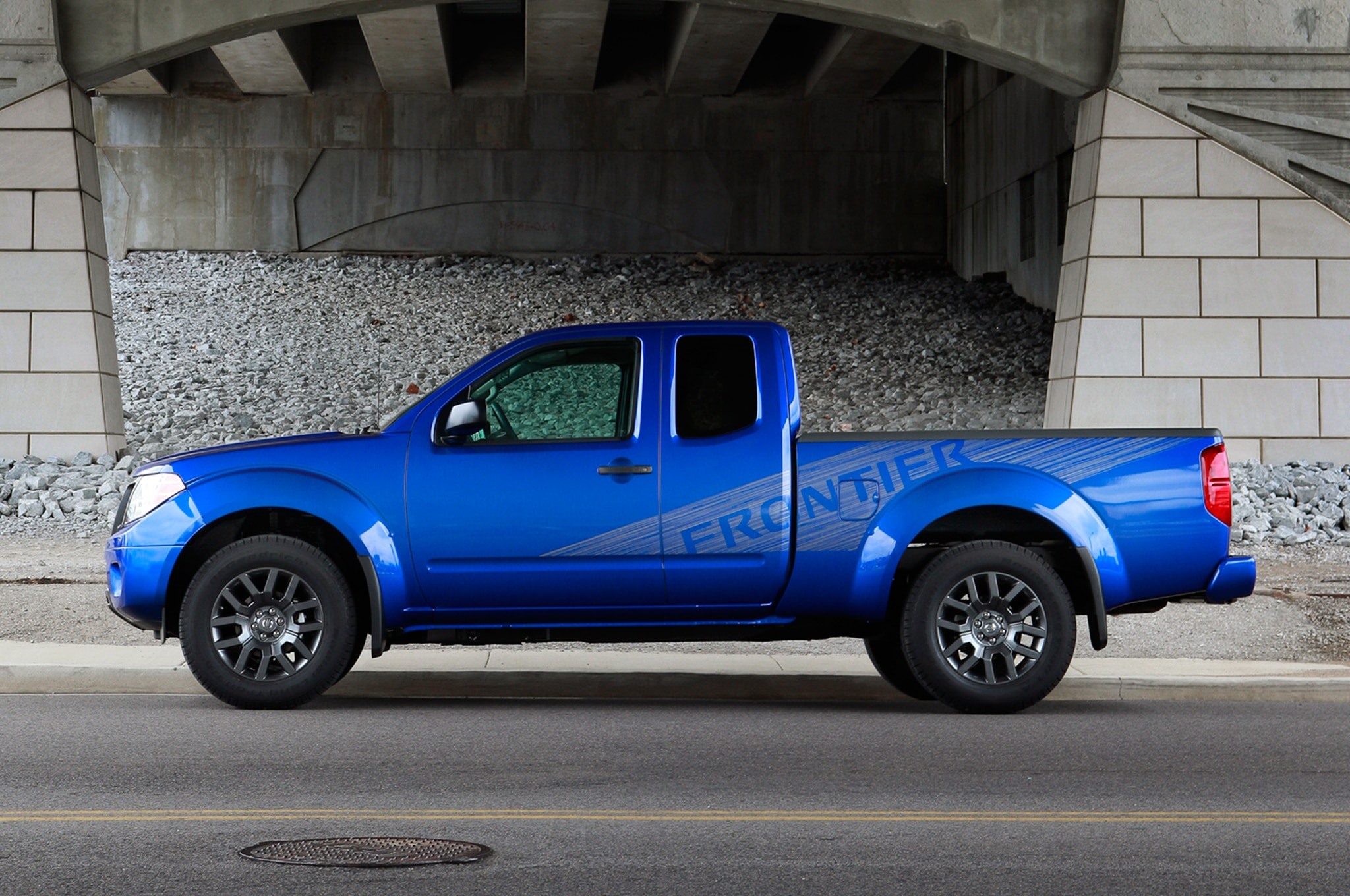 2013 Nissan Frontier King Cab Side View 0021