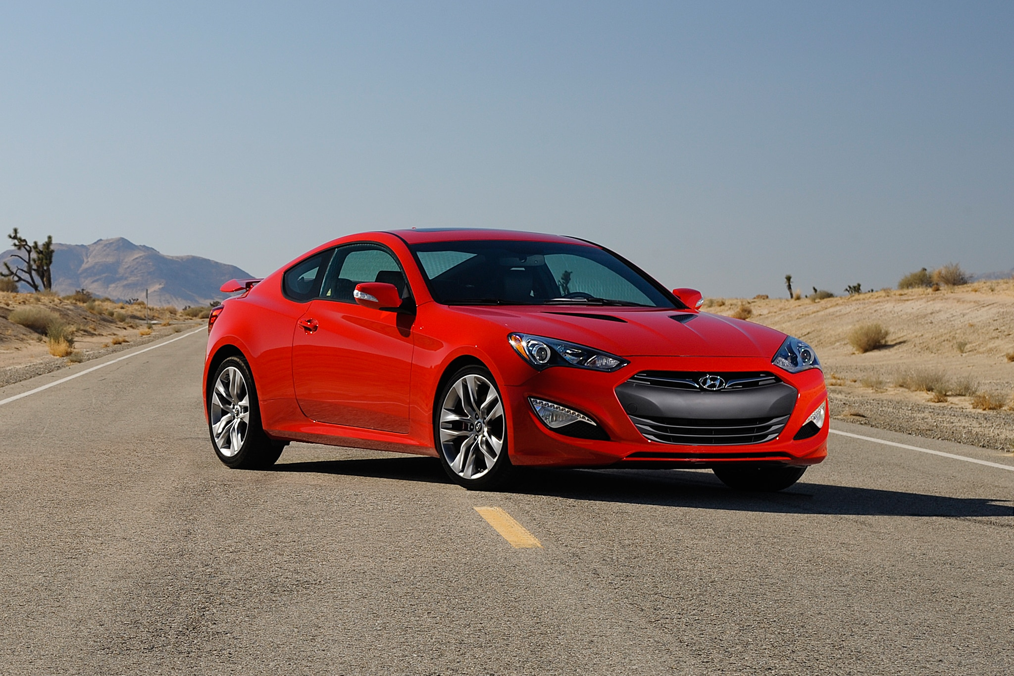 2013 Hyundai Genesis Coupe Three Quarters Passengers Side1